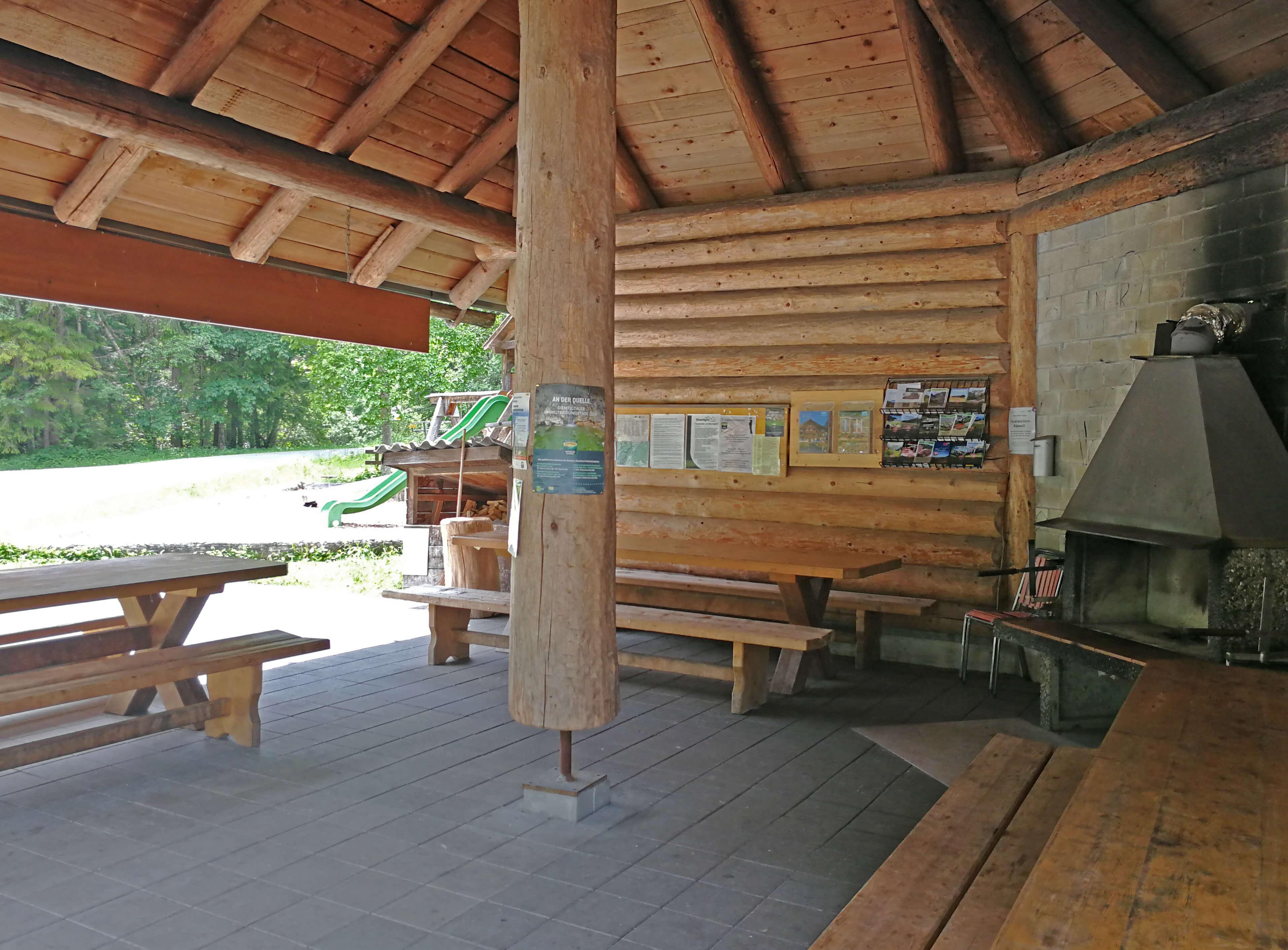 Die Feuerstelle Anger bietet Platz für ca. 30 Personen