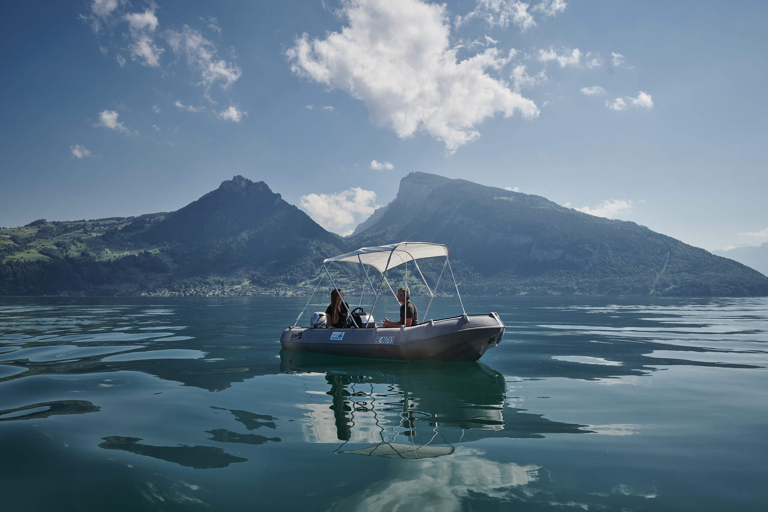 thunersee-motorboot-sonne-verdeck-wasser-sommer