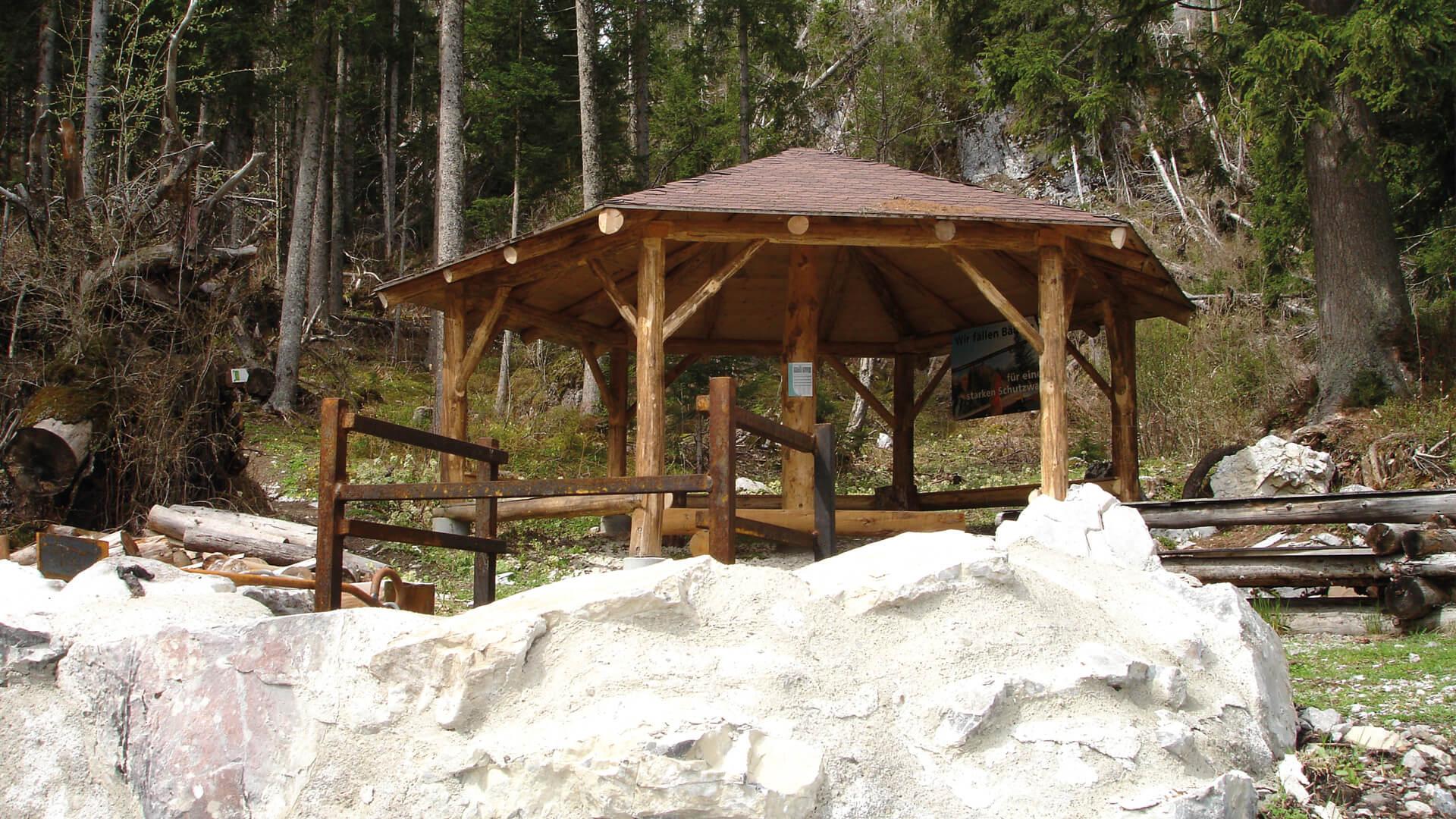 naturpark-diemtigtal-feuerstelle-waldpavillon-anlage