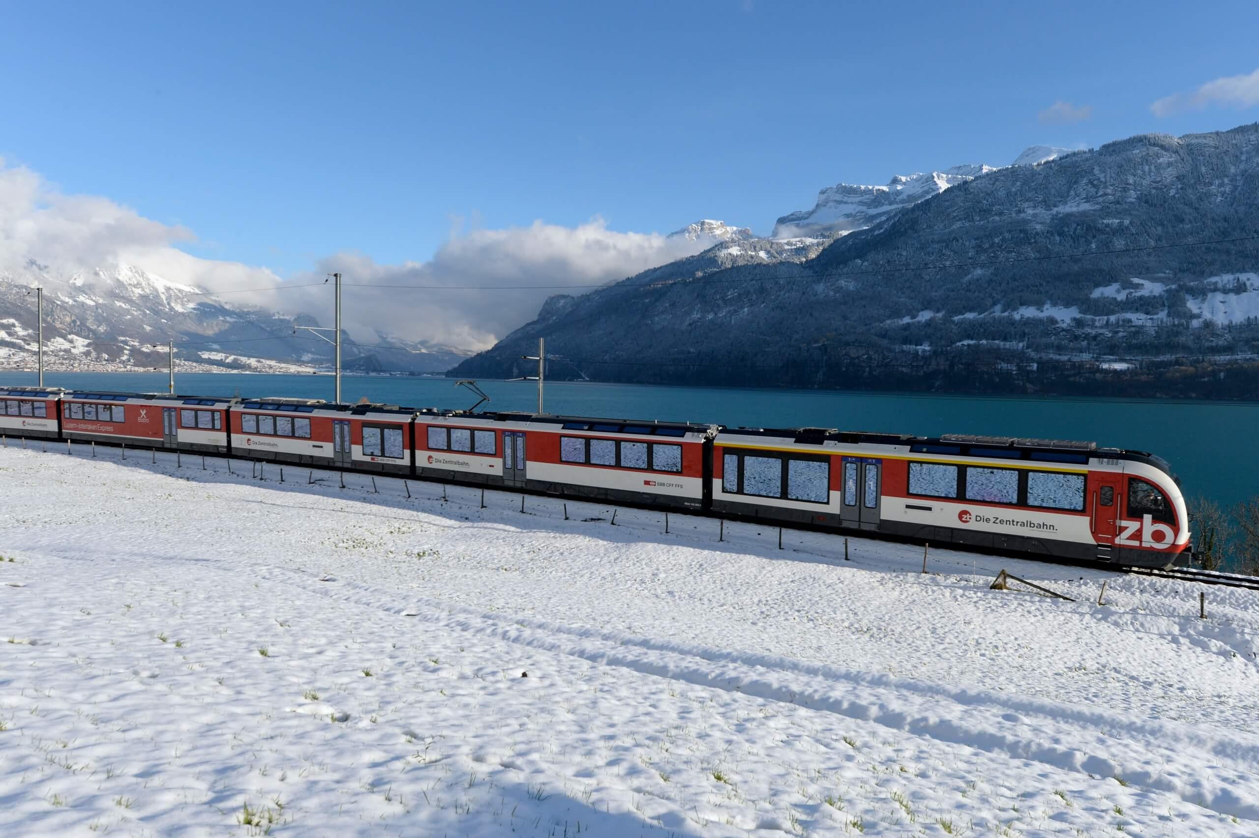 zentralbahn-luzern-interlaken-express-bahnfahrt-zug-winter-brienzersee