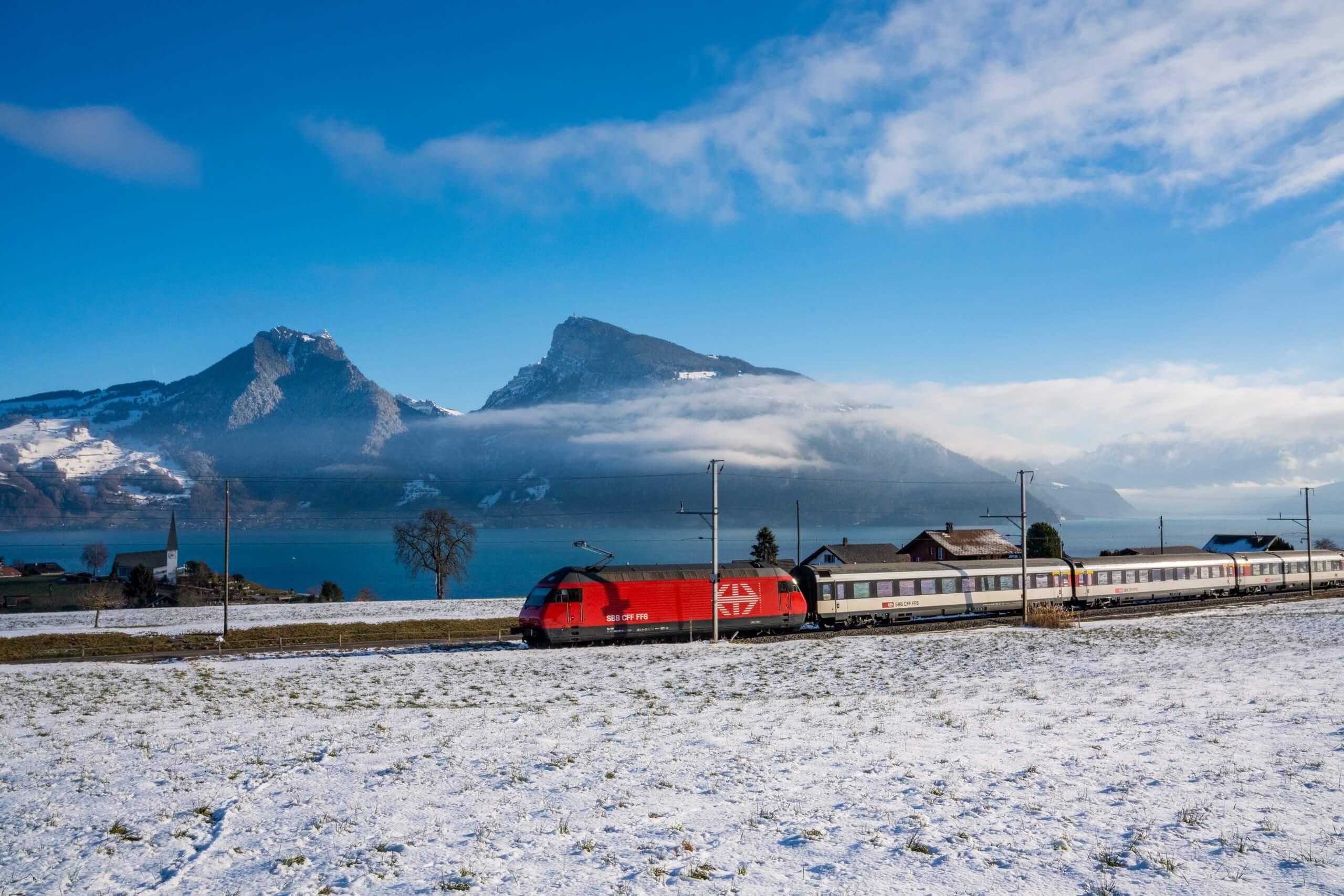 bls-bahnfahrt-winter-panorama-thunersee-zug