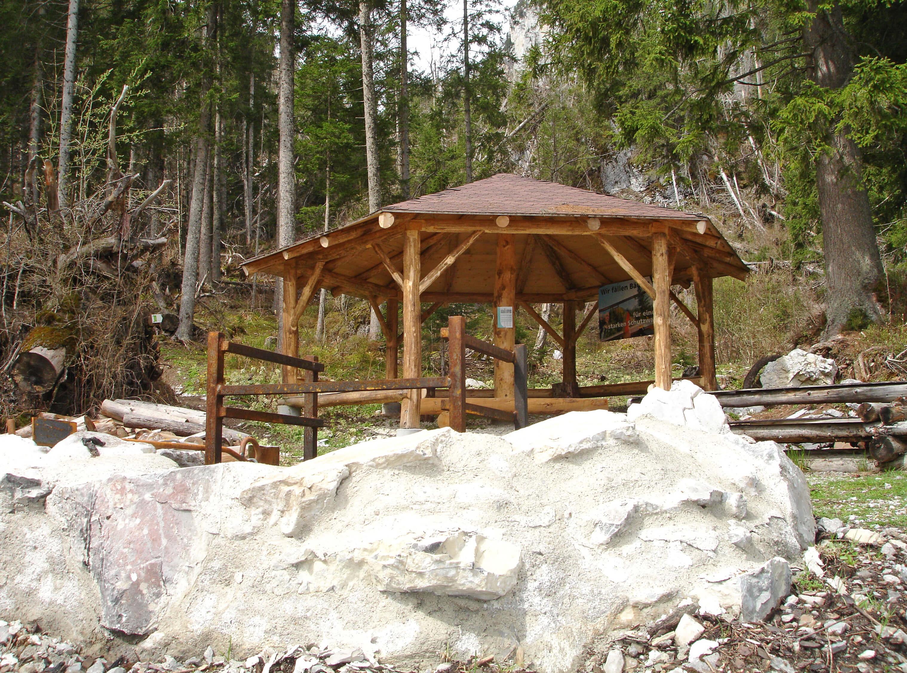 Im Waldpavillon im Meniggrund finden bis zu 25 Personen platz