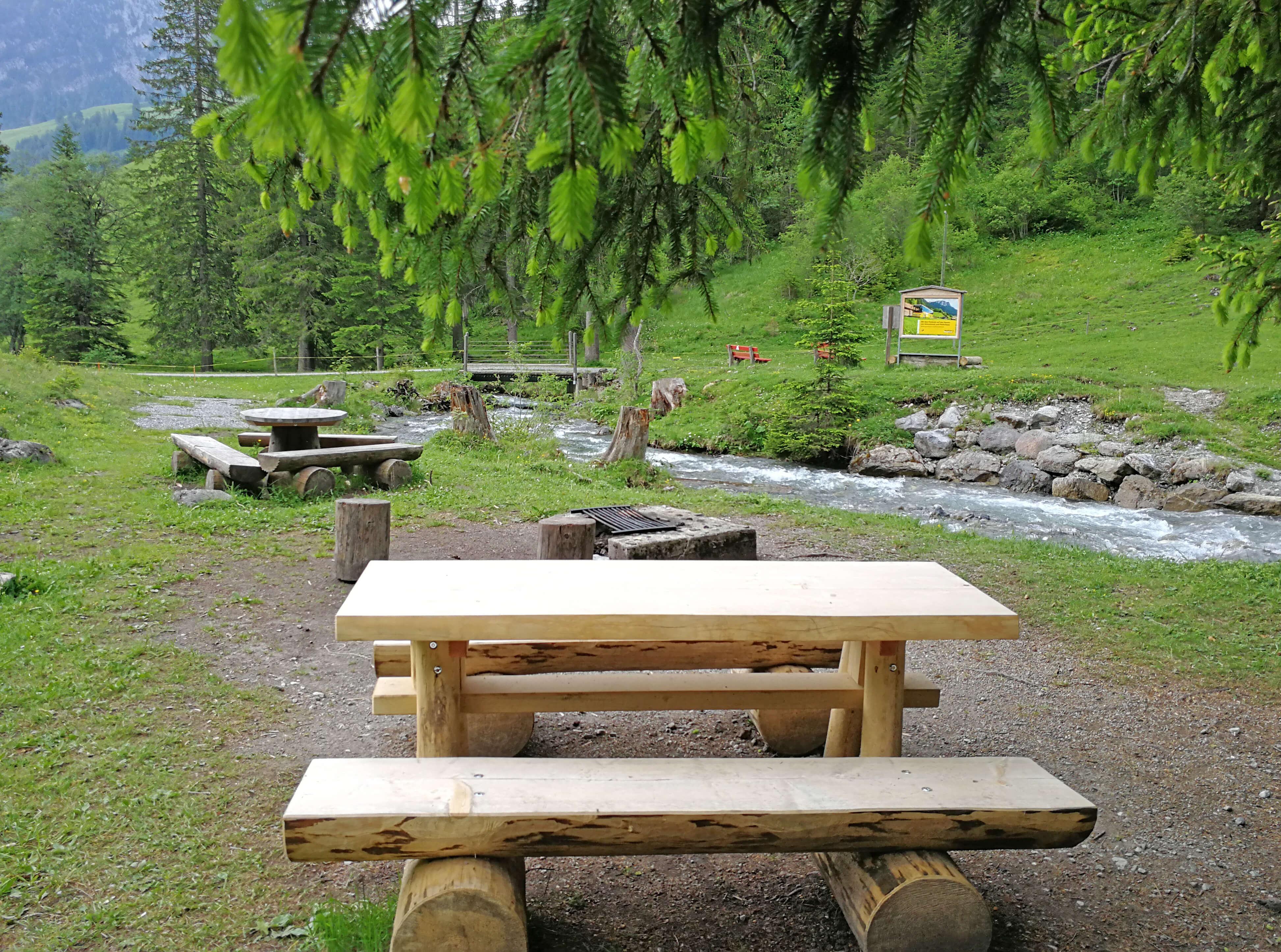 Die Feuerstelle befindet sich auf dem Grimmimutz Erlebniswanderweg