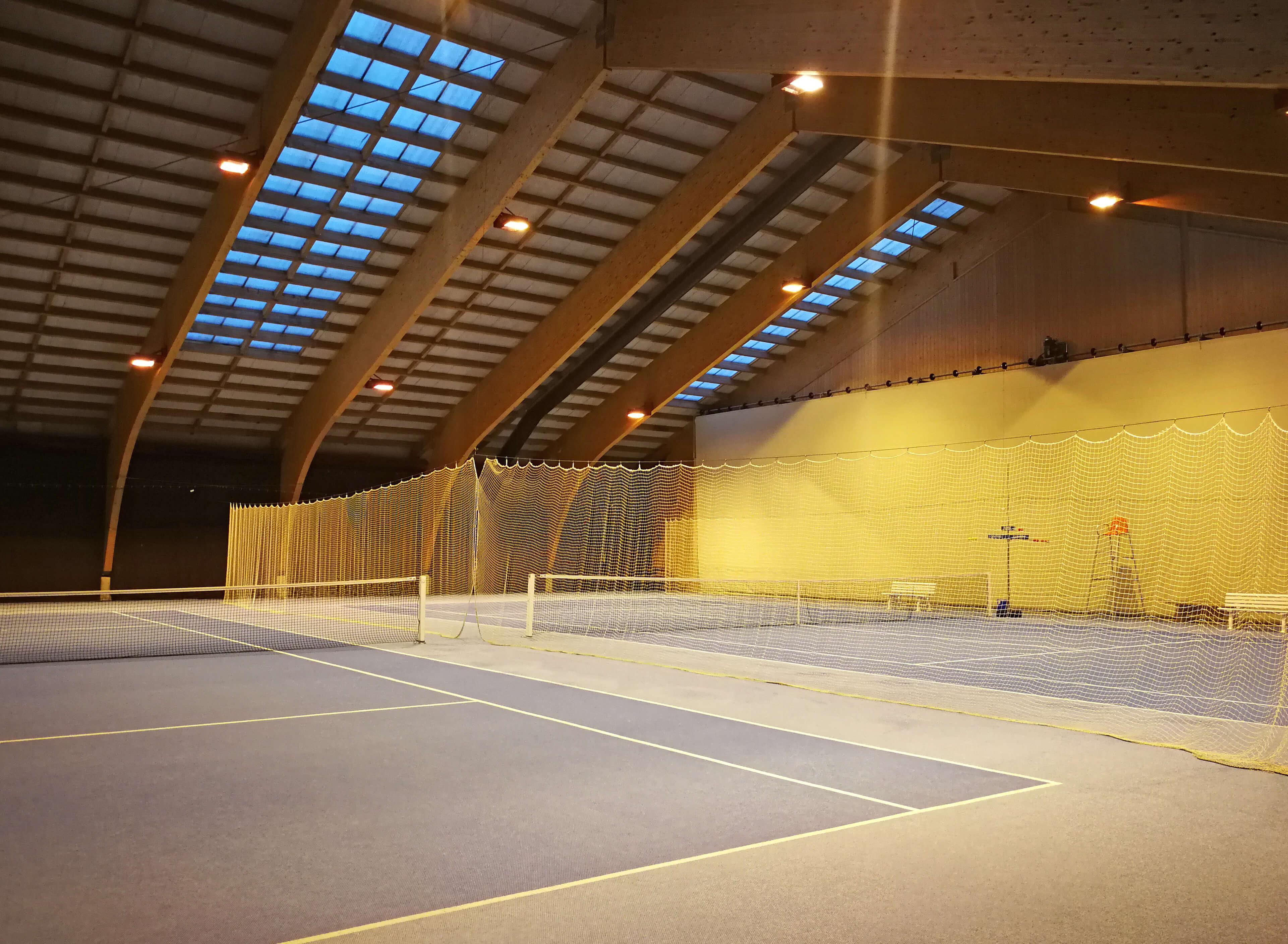 Tennisspielen im Naturpark Diemtigtal