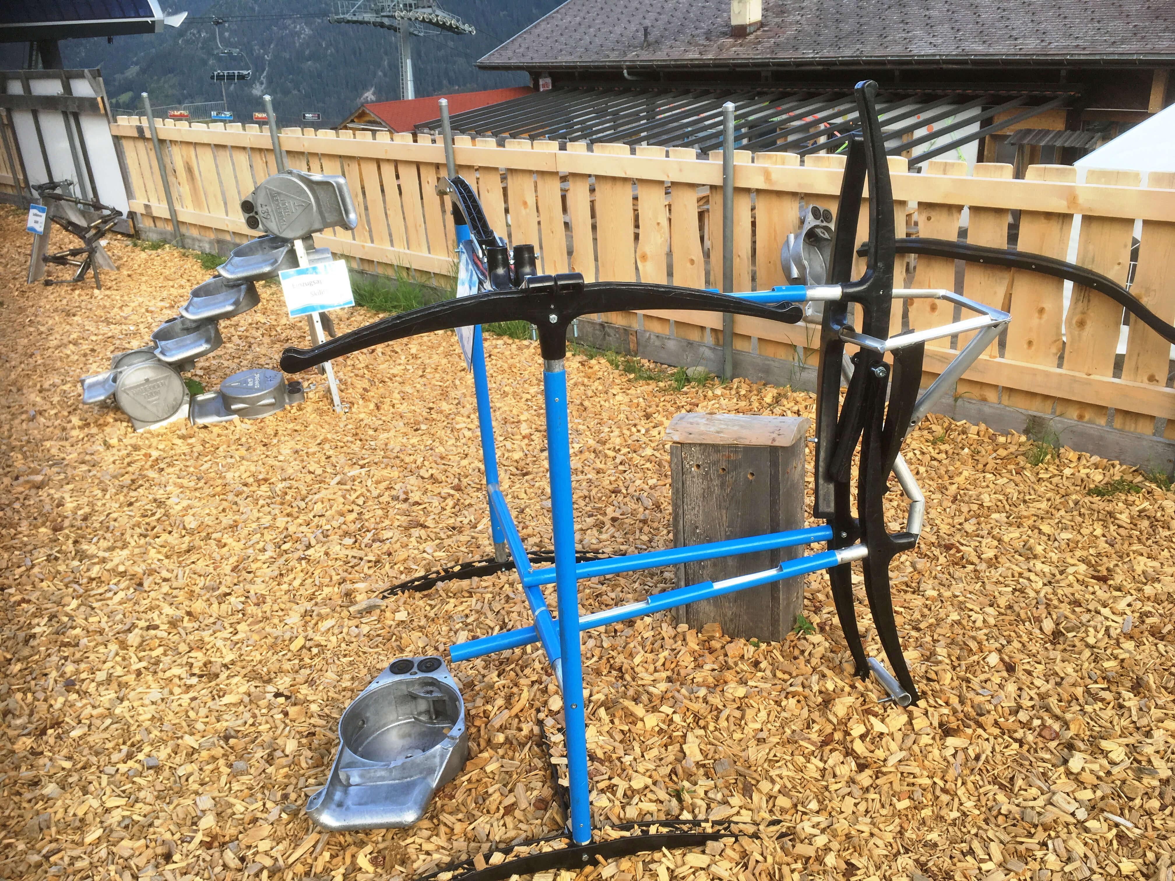 Der Marmeli Spielplatz wurde aus nicht mehr gebrauchten Gegenständer der Wiriehornbahn gebaut