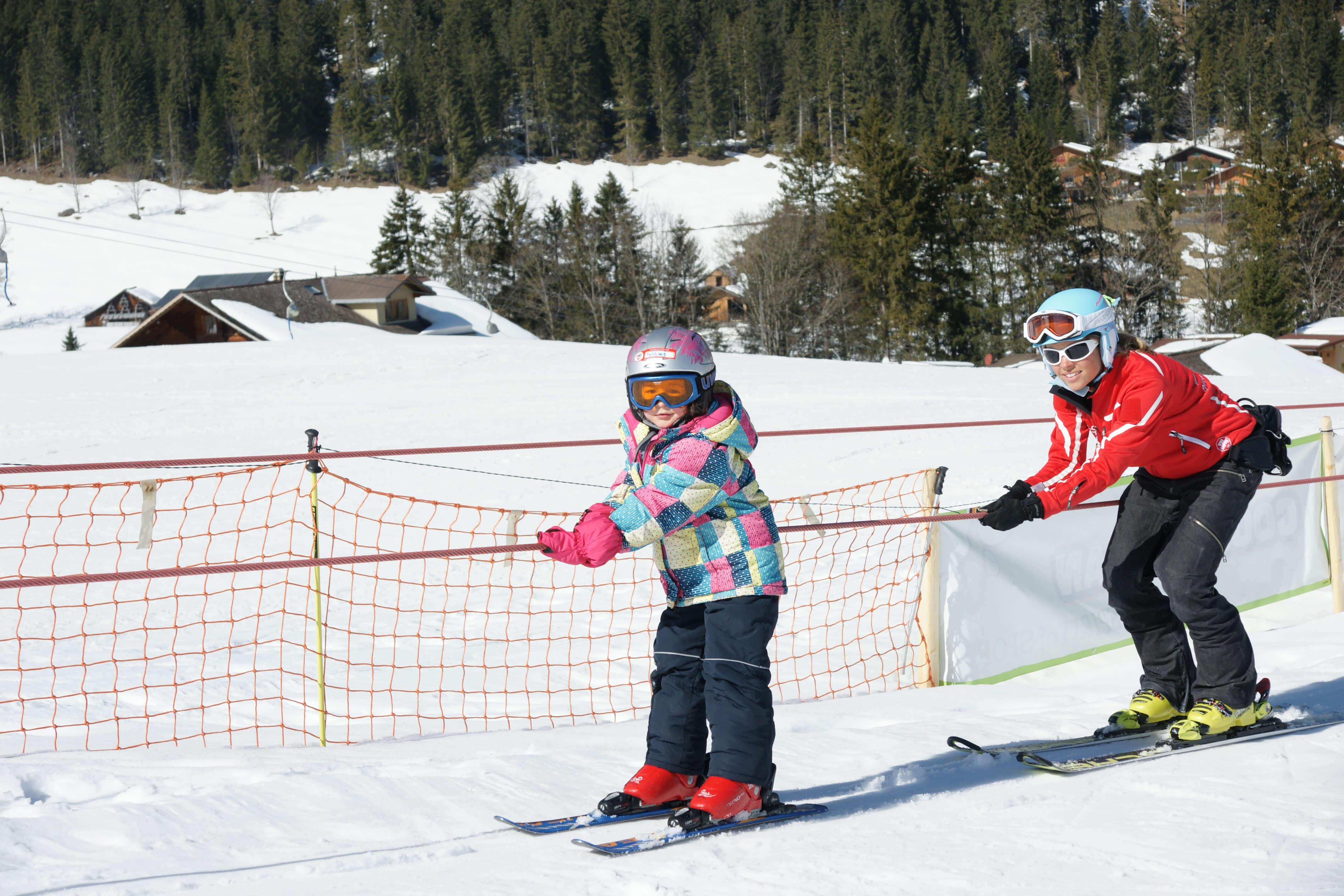Schon bald fahren die Skischüler fast alleine mit dem Seillift