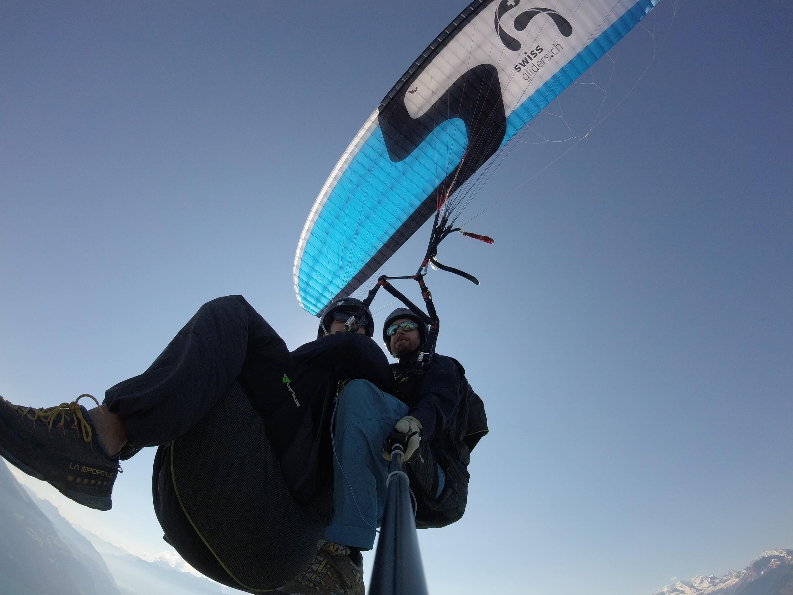 thun-swissgliders-paragliding-gleitschirm-sommer-panorama
