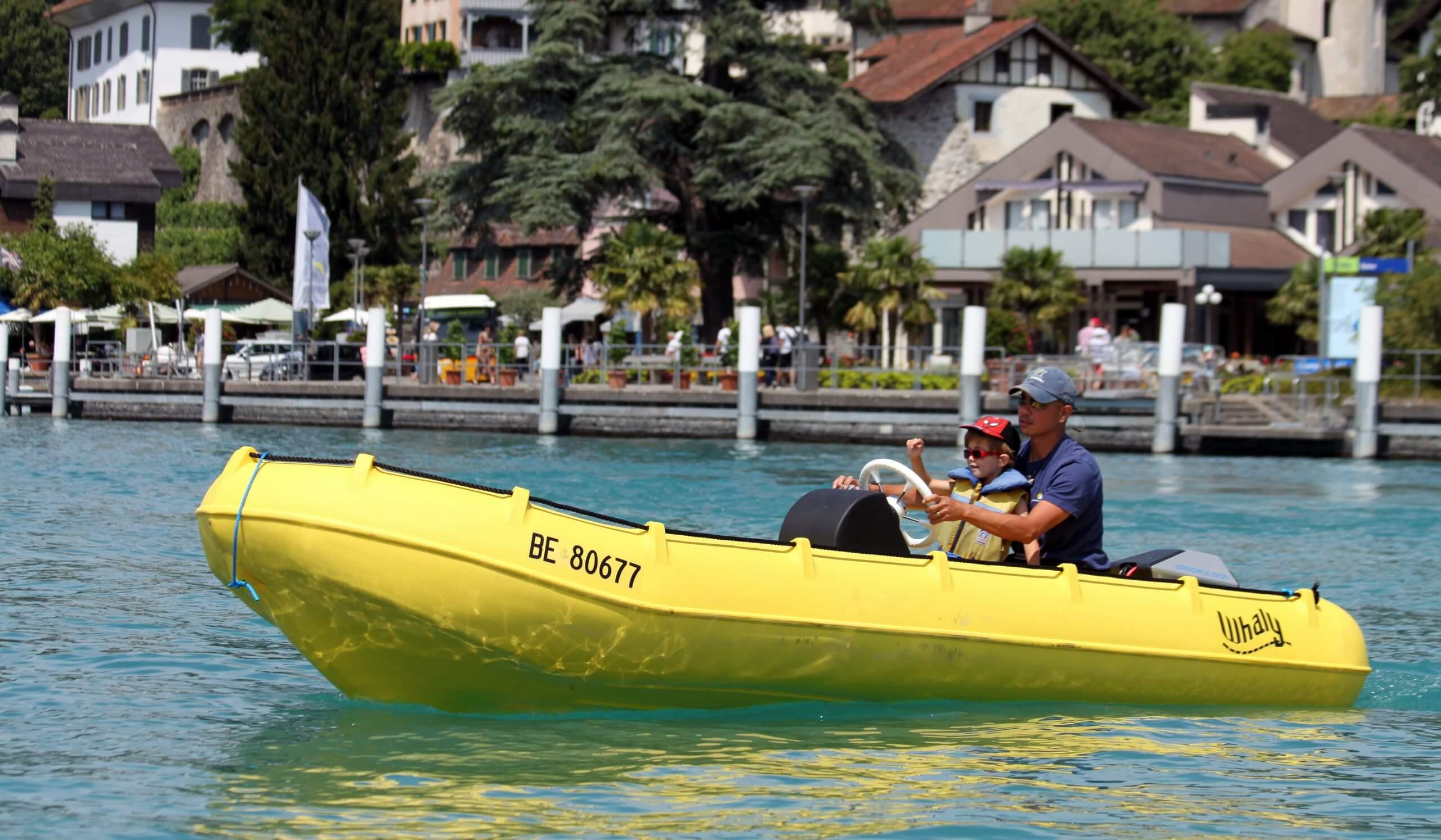 segelschule-thunersee-bucht-spiez-motorboot-sommer