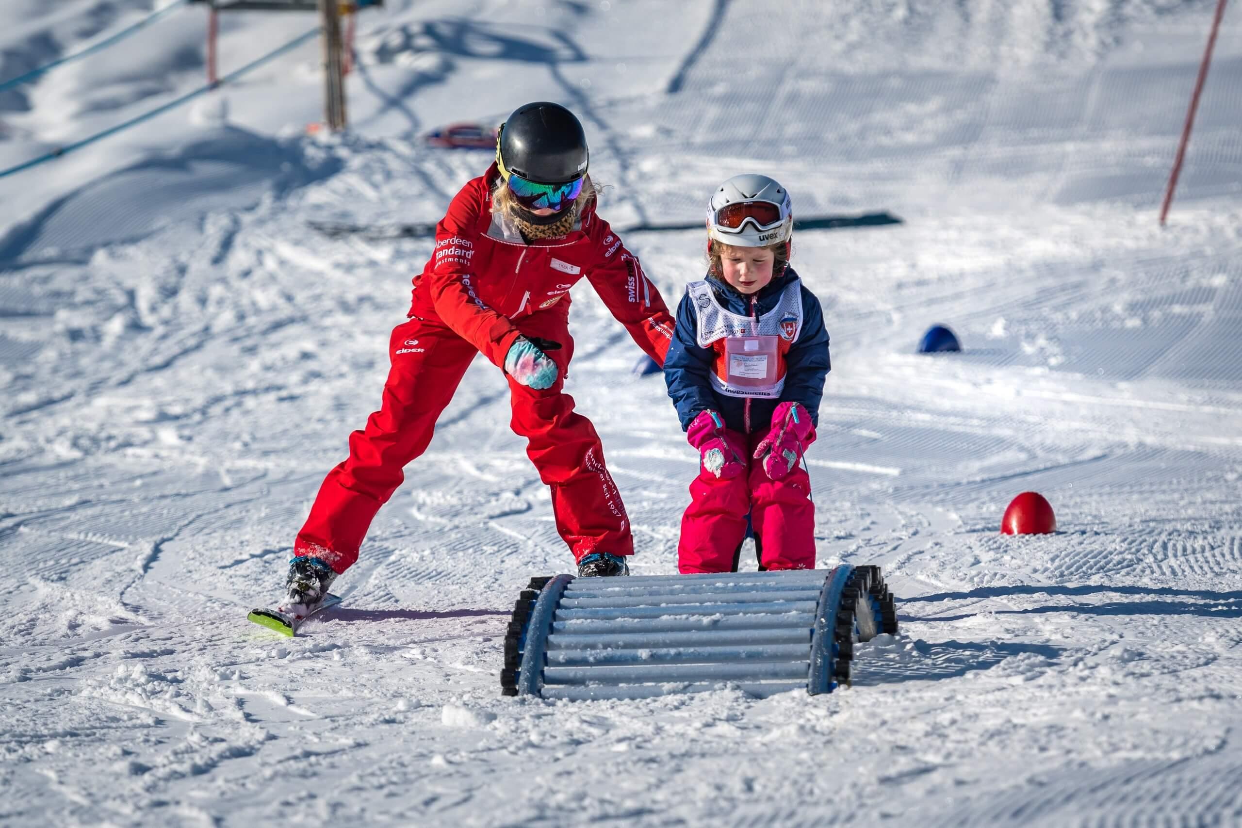grindelwald-skischule-winter-kind