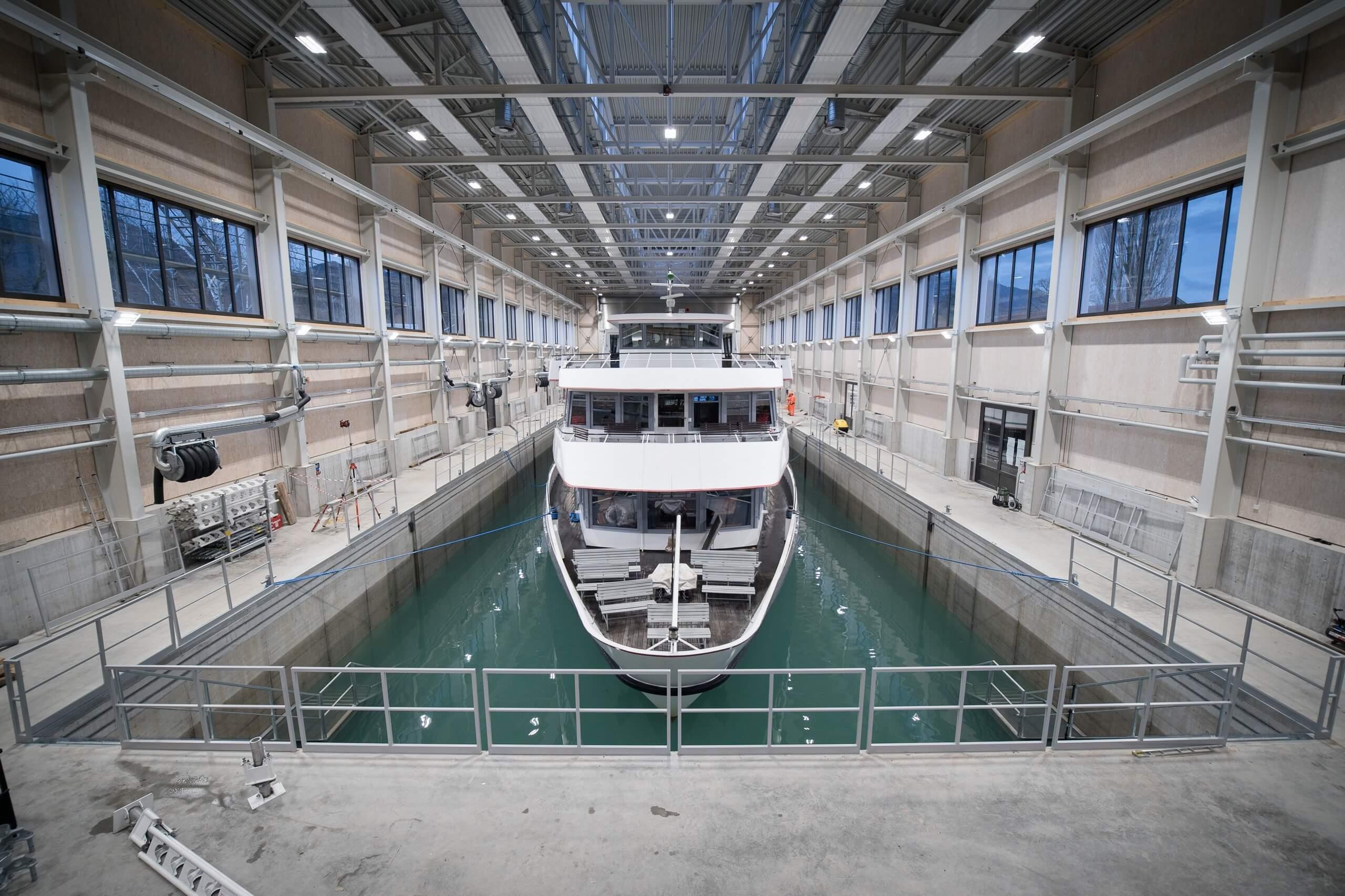 thun-bls-werft-motorschiff-auswassern
