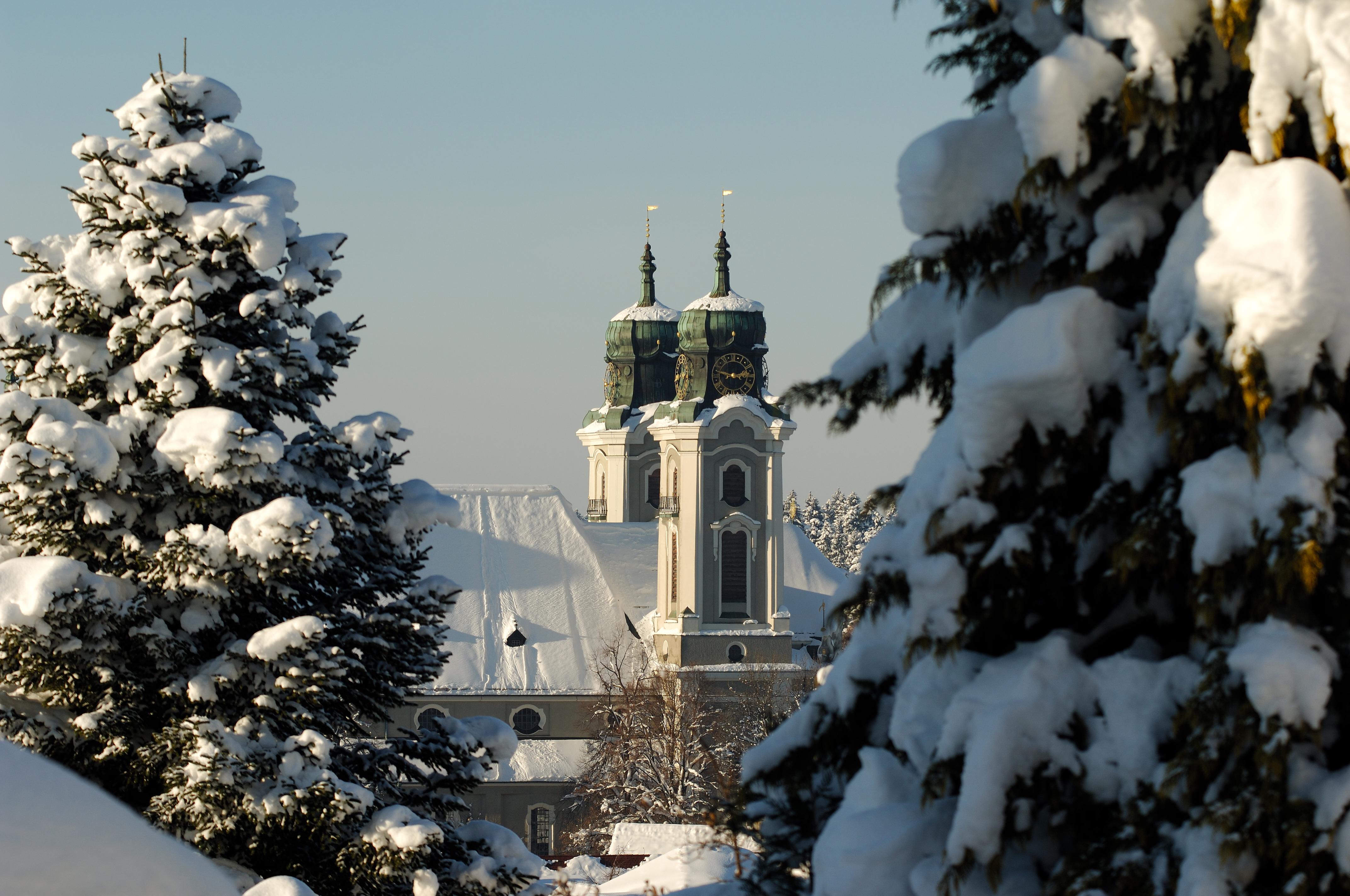 Stadtpfarrkirche im Winter
