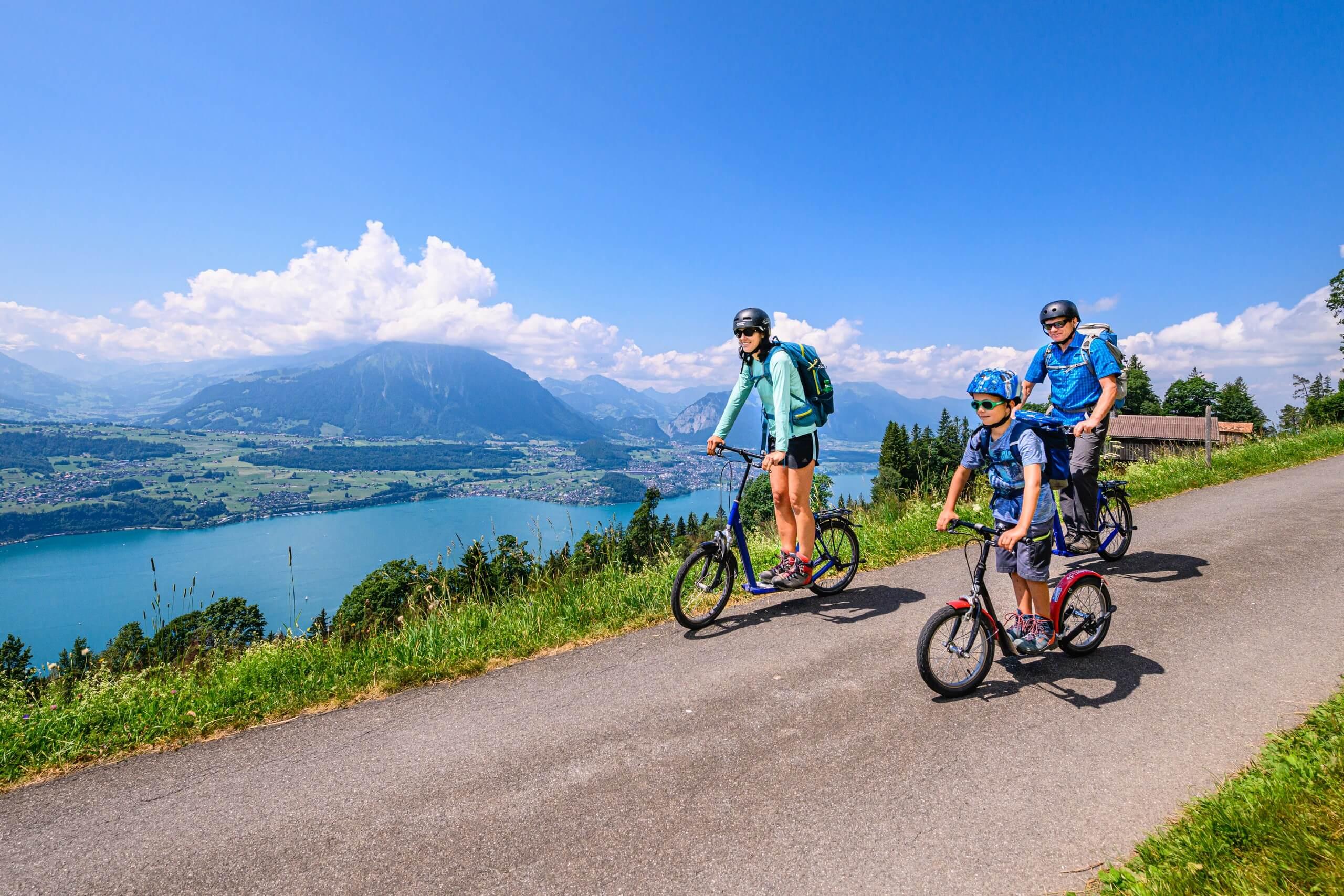 niederhorn-trottibike-abfahrt-fruehling-thunersee-familie