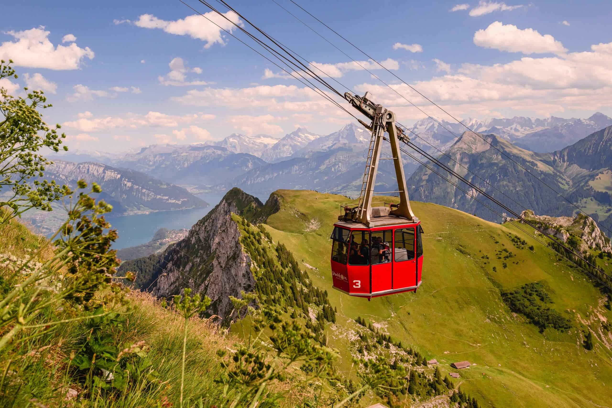 stockhorn-bergbahn-panorama-fruehlings-aktion-thunersee