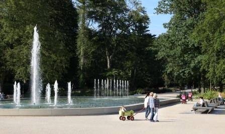 Kaiser-Karls-Park mit NIEWELS_FONTÄNE im Gartenschau-Gelände Bad Lippspringe