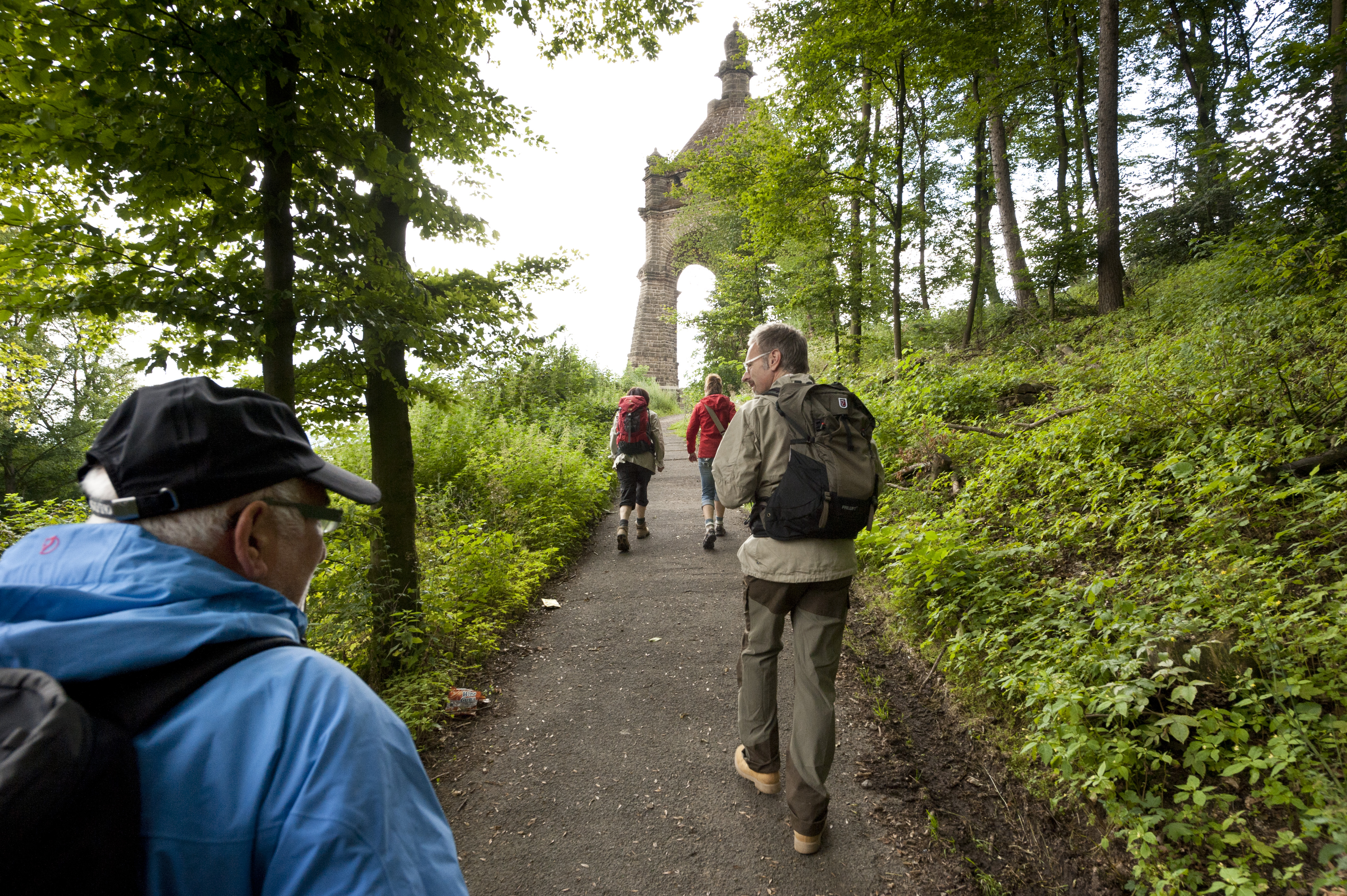 Wandern auf dem Mühlensteig zum Kaiser-Wilhelm-Denkmal
