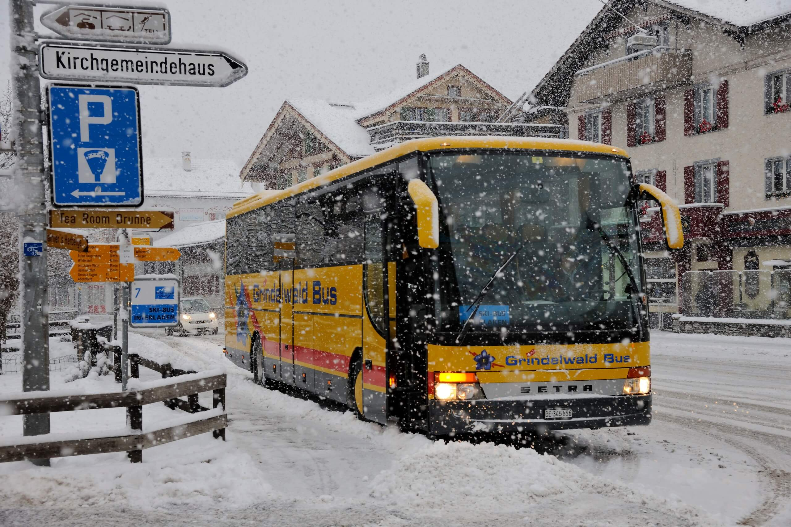 interlaken-skibus-winter-haltestelle-grindelwald-bus