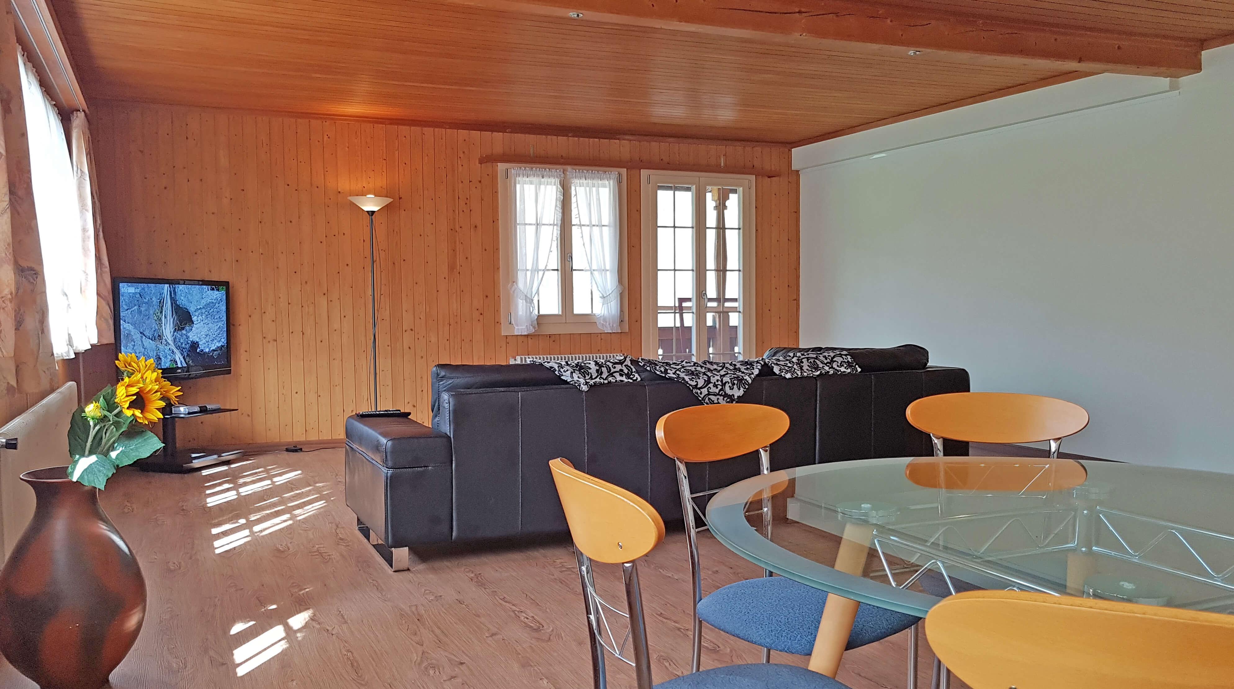 Wohnzimmer Sofa TV Esstisch