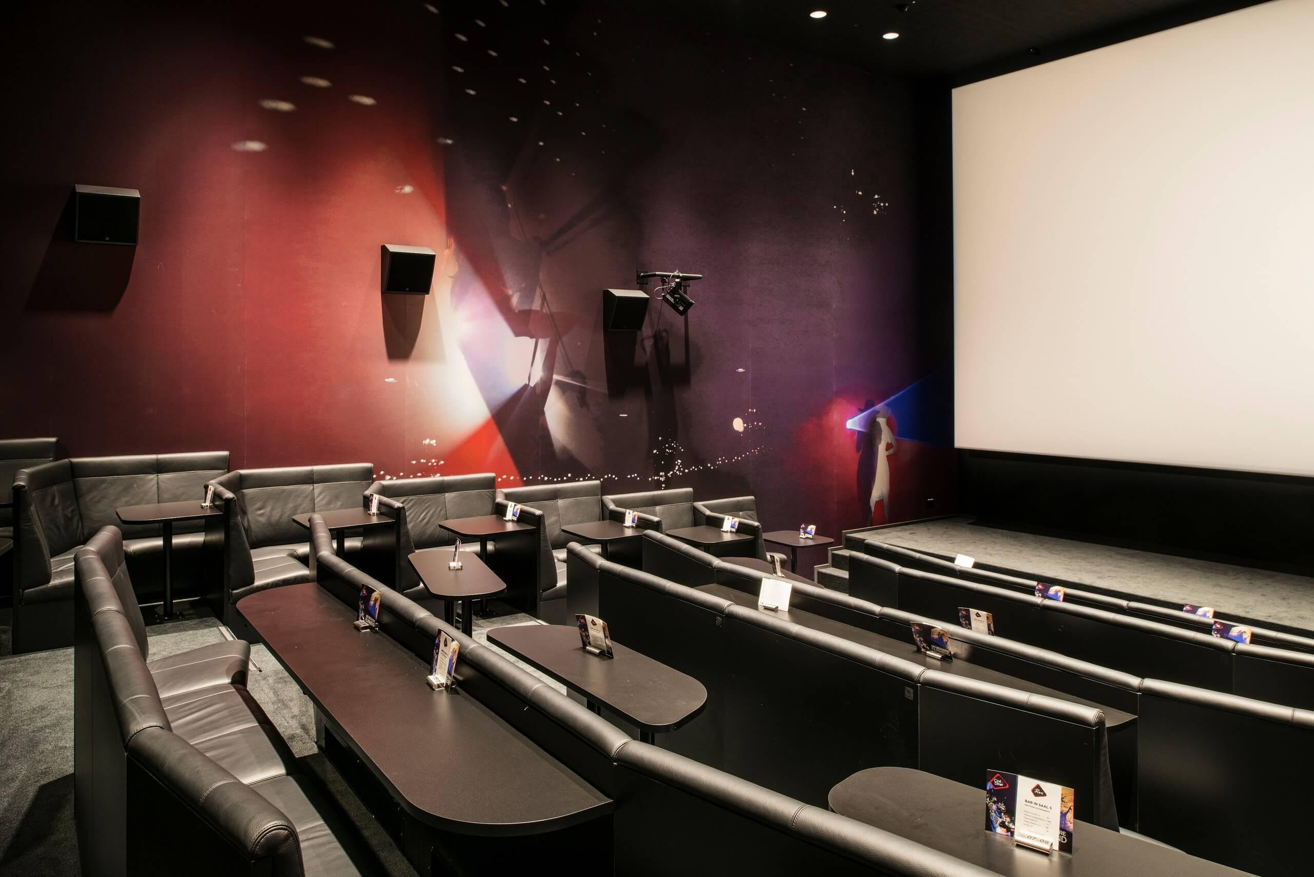 thun-kino-rex-kinosaal-tische
