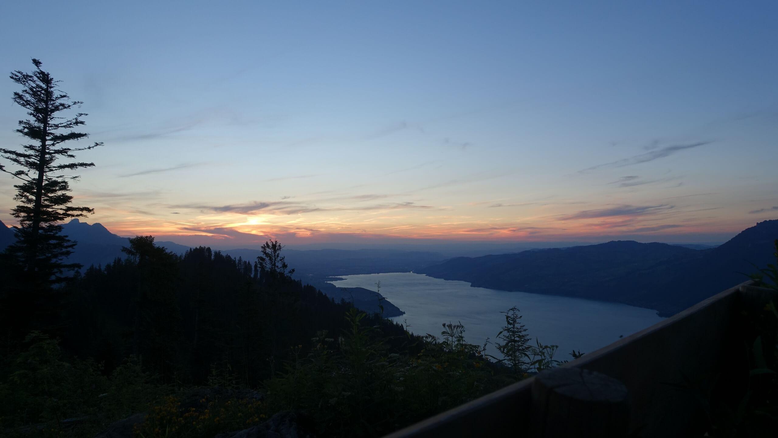 aeschi-alp-brunni-sonnenuntergang-sommer-thunersee