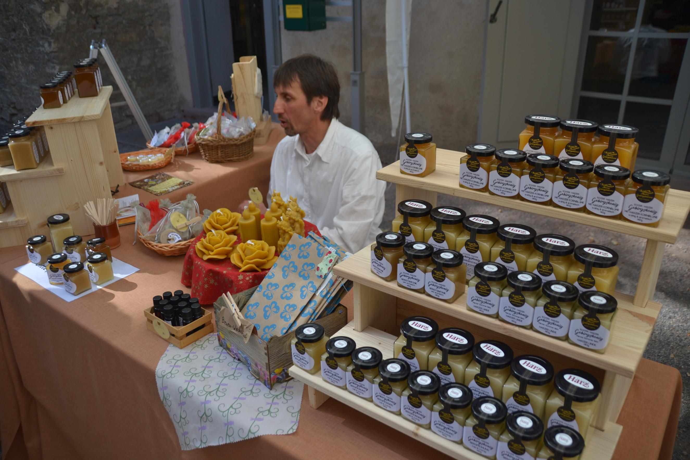 Der Bienenhüter auf dem Typisch Harz-Markt
