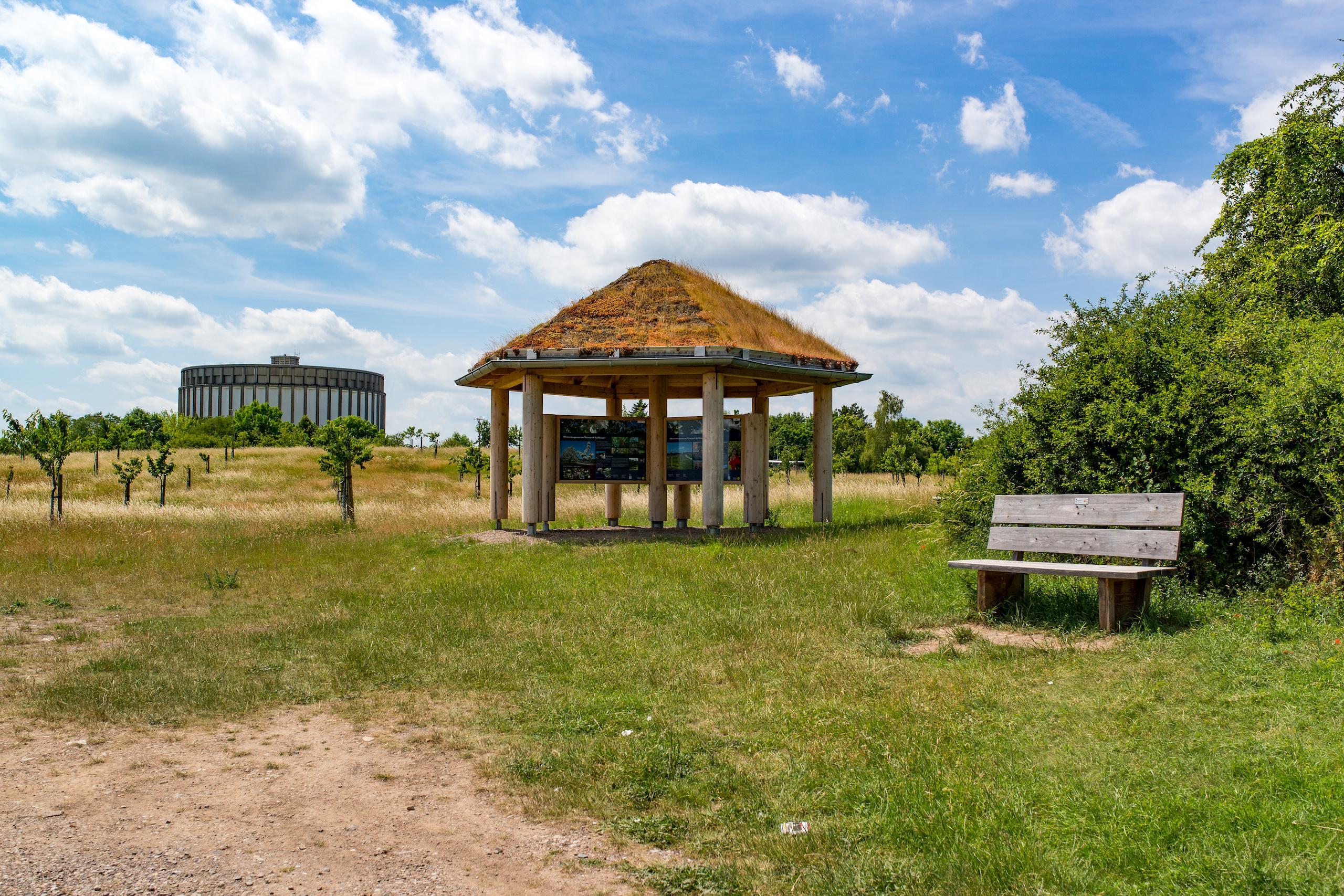 Panorama Museum Blick von einer Streuobstwiese