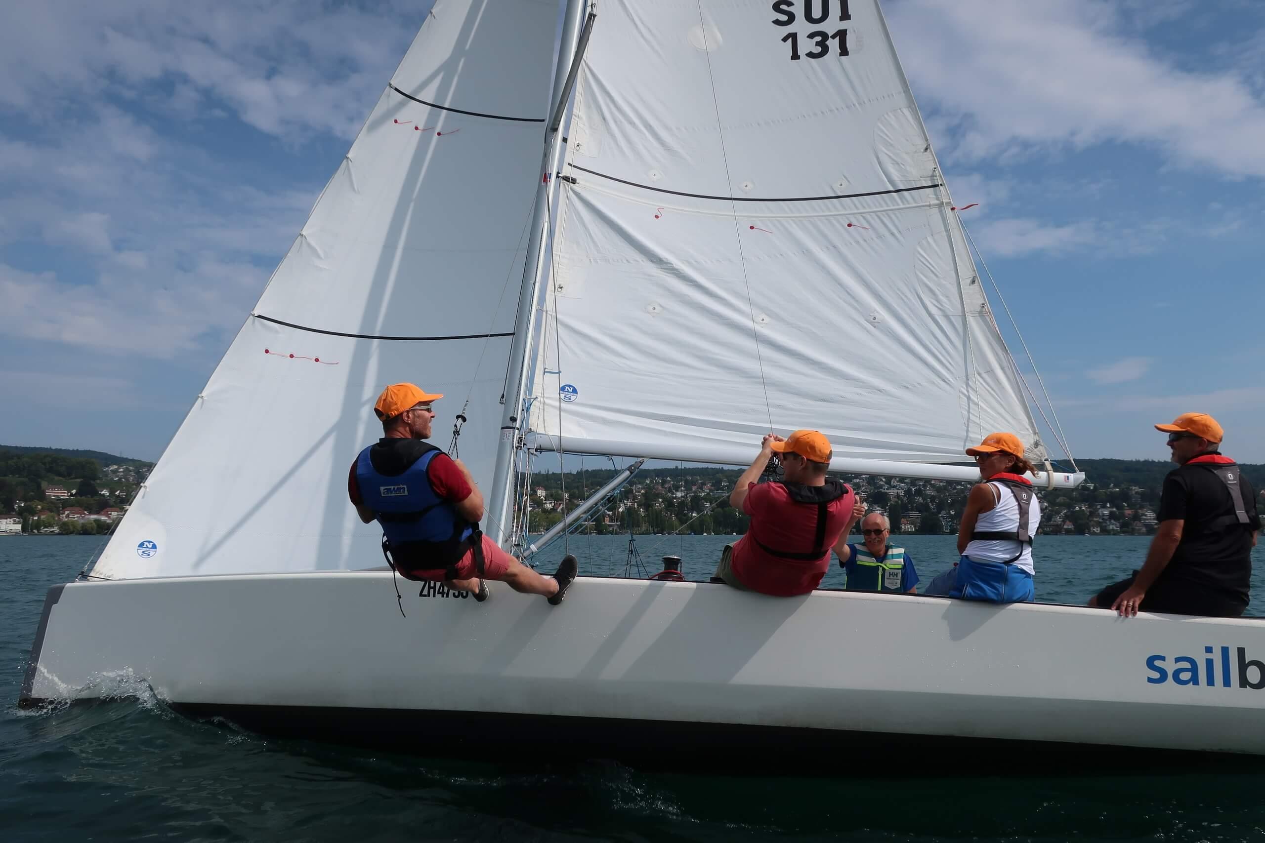 zürichsee-sommer-segeln-menschen