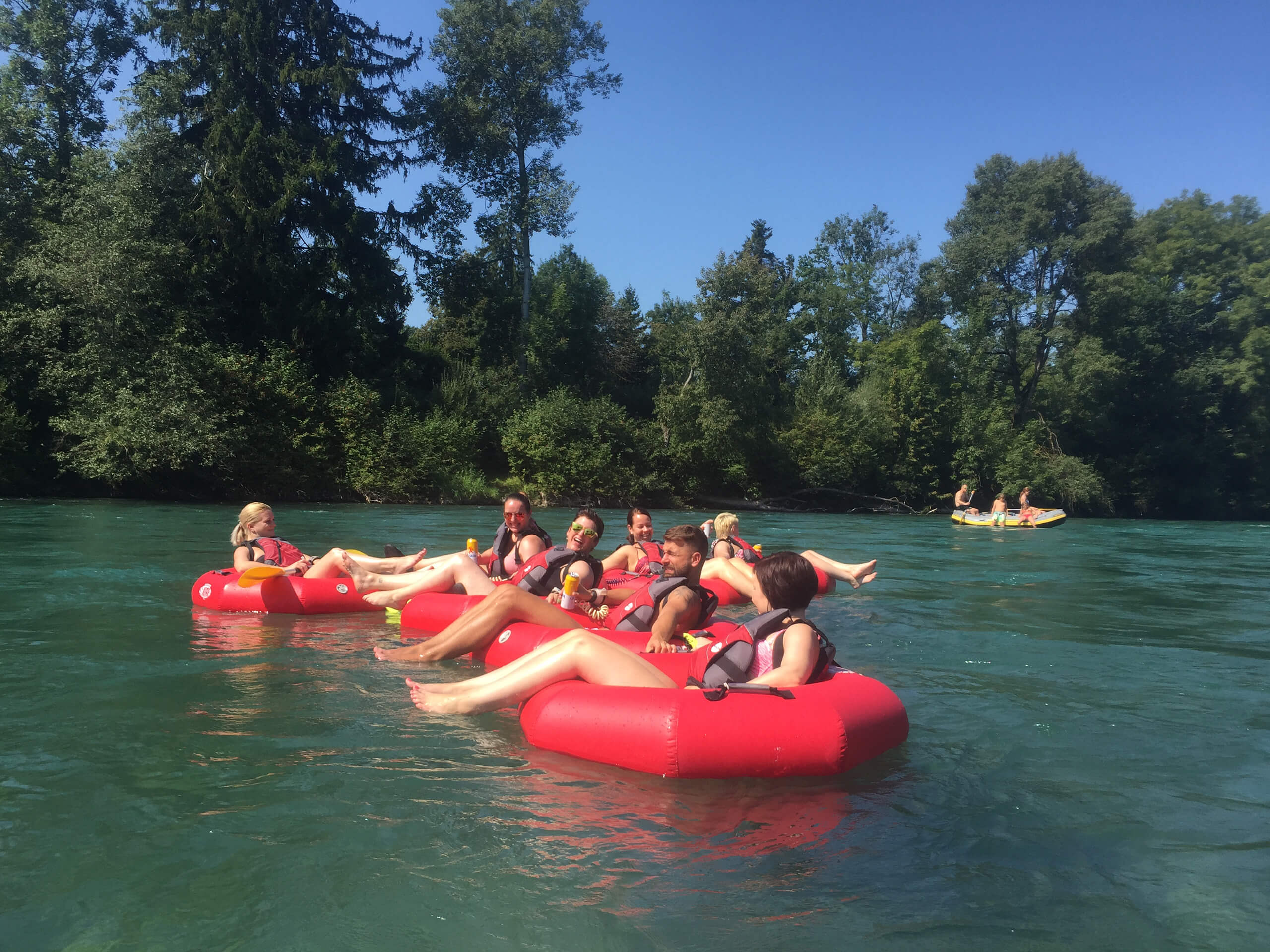 thun-aare-sommer-boot-tubes