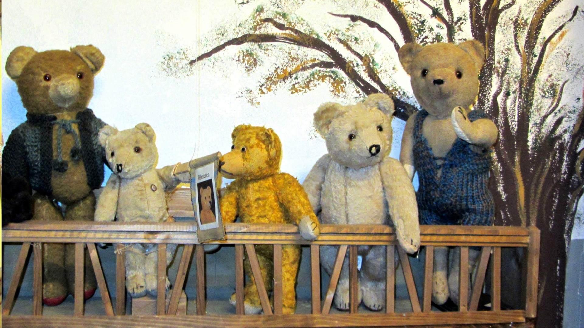 spielzeugmuseum-wattenwil-baeren-familie