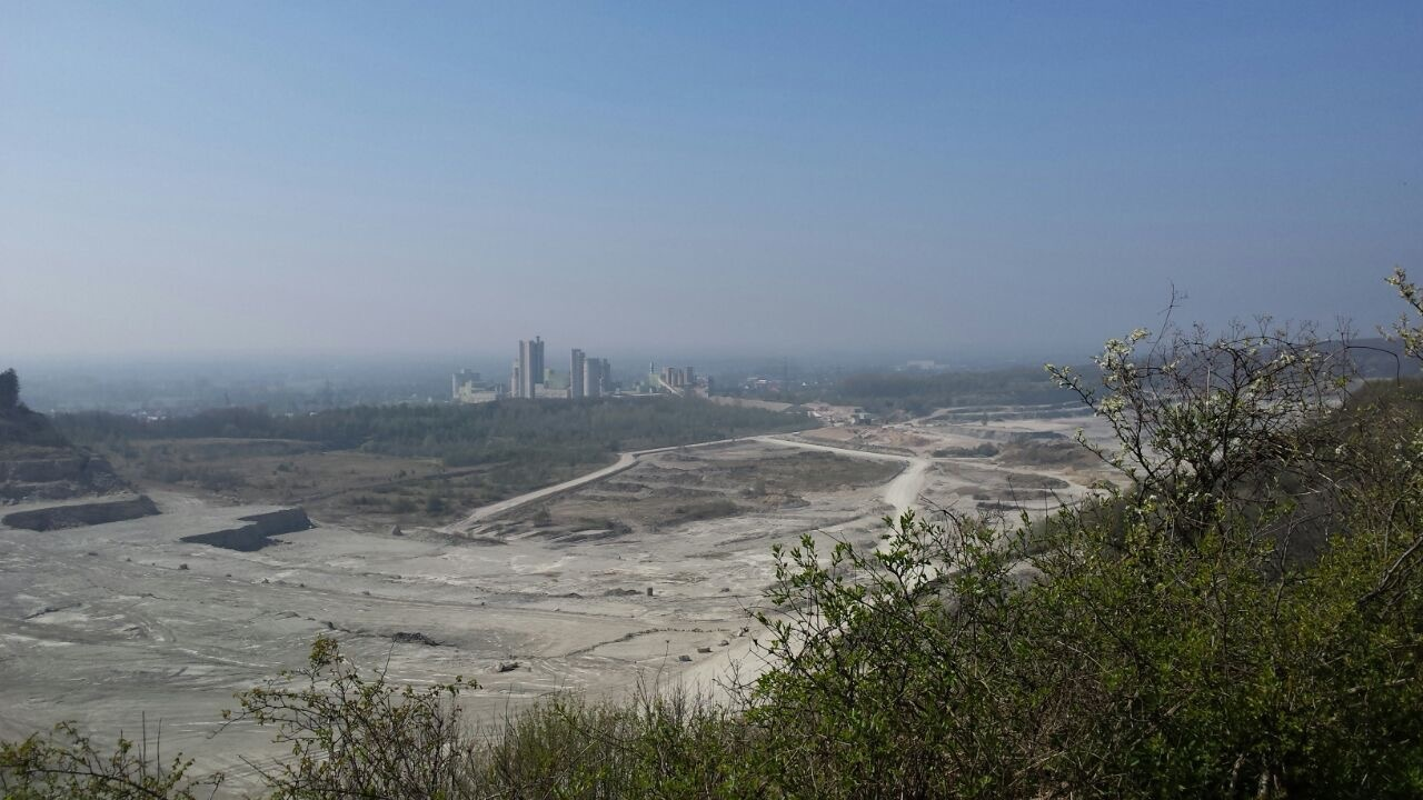 Ausblick von der Hörstation 05 in Lengerich auf den Dyckerhoff Steinbruch