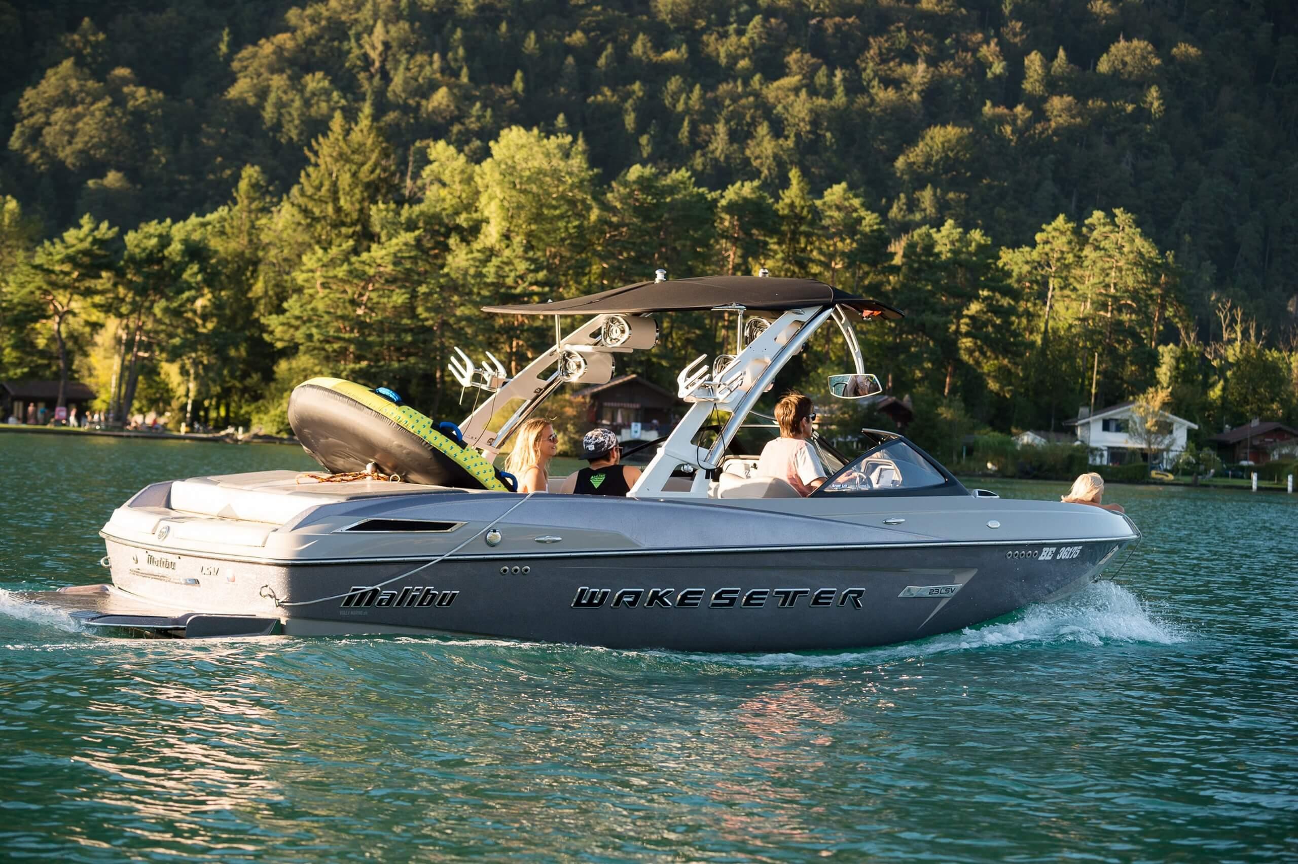 unterseen-neuhaus-motorboot-ausfahrt-sommer-thunersee-mountainsurf