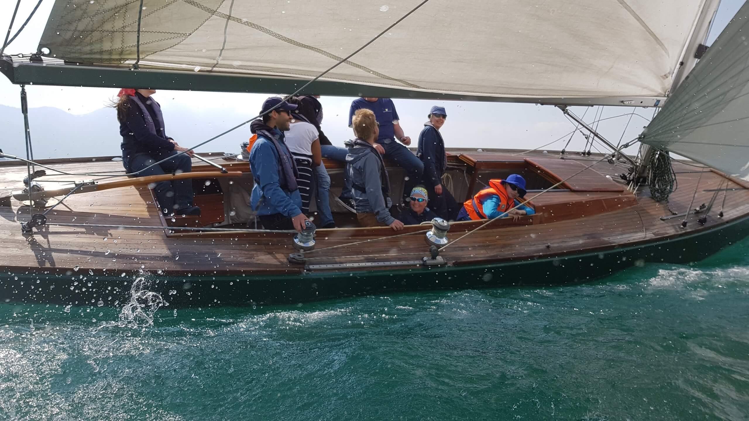 spiez-segelschule-donnerstag-abend-thunersee-segeln-sommer