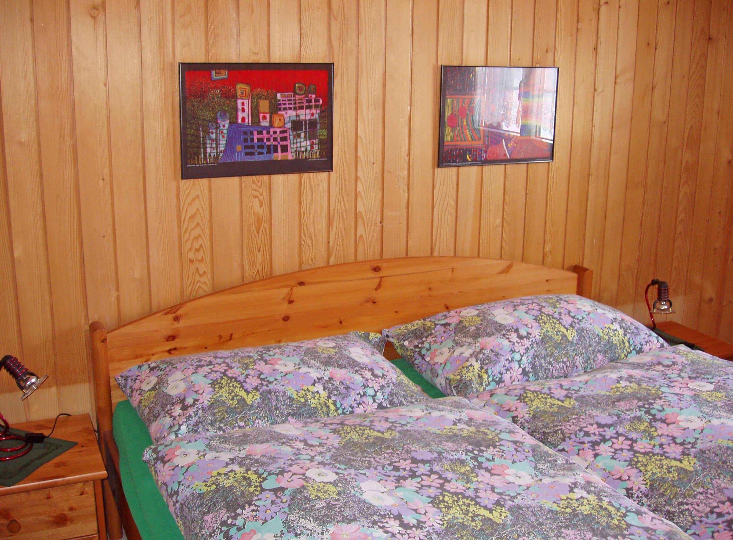 Schlafzimmer Doppelbett Nachttisch