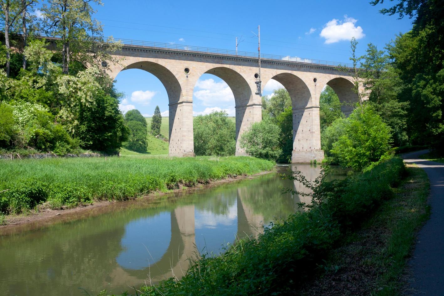 Viadukt zwischen Haueda und Warburg