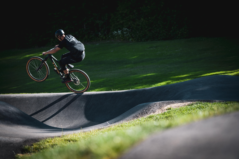 pumptrack-asphalt-mann-wheely