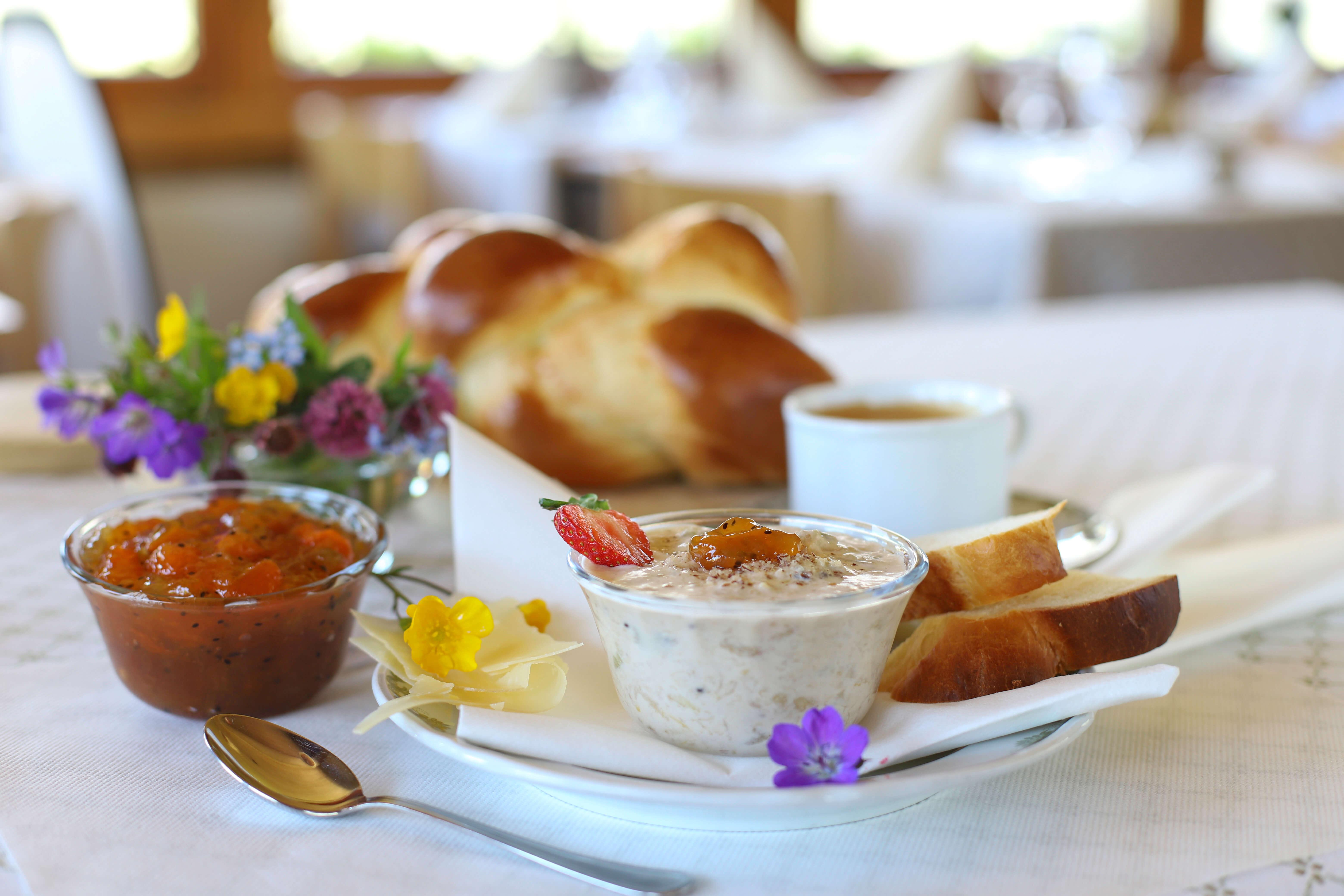 Bärglizmorge Frühstück Zopf Müsli Diemtigbergli