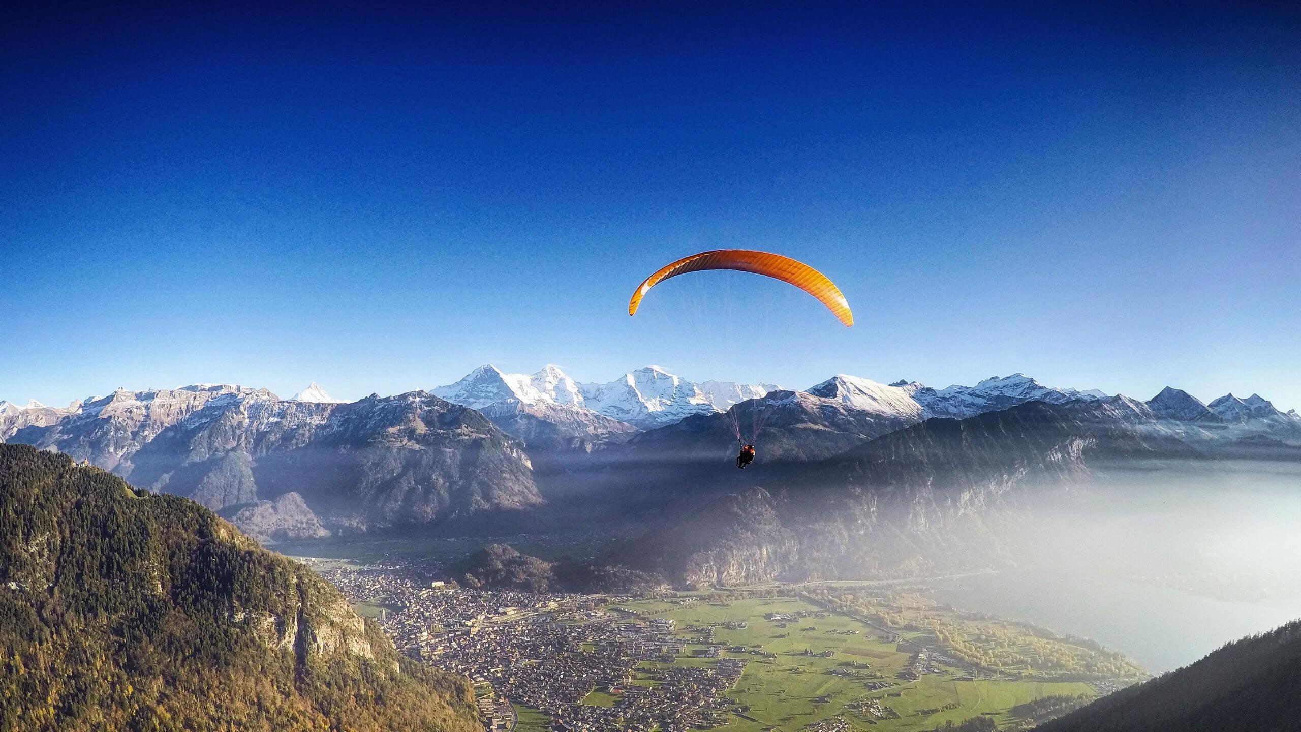 interlaken-paragliding-alpinair-herbst-interlaken-panorama