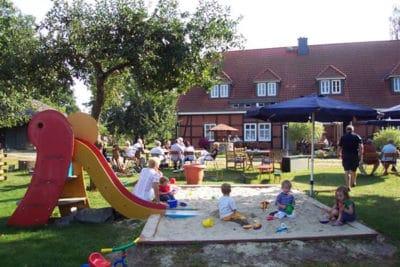 Spielplatz im Cafégarten