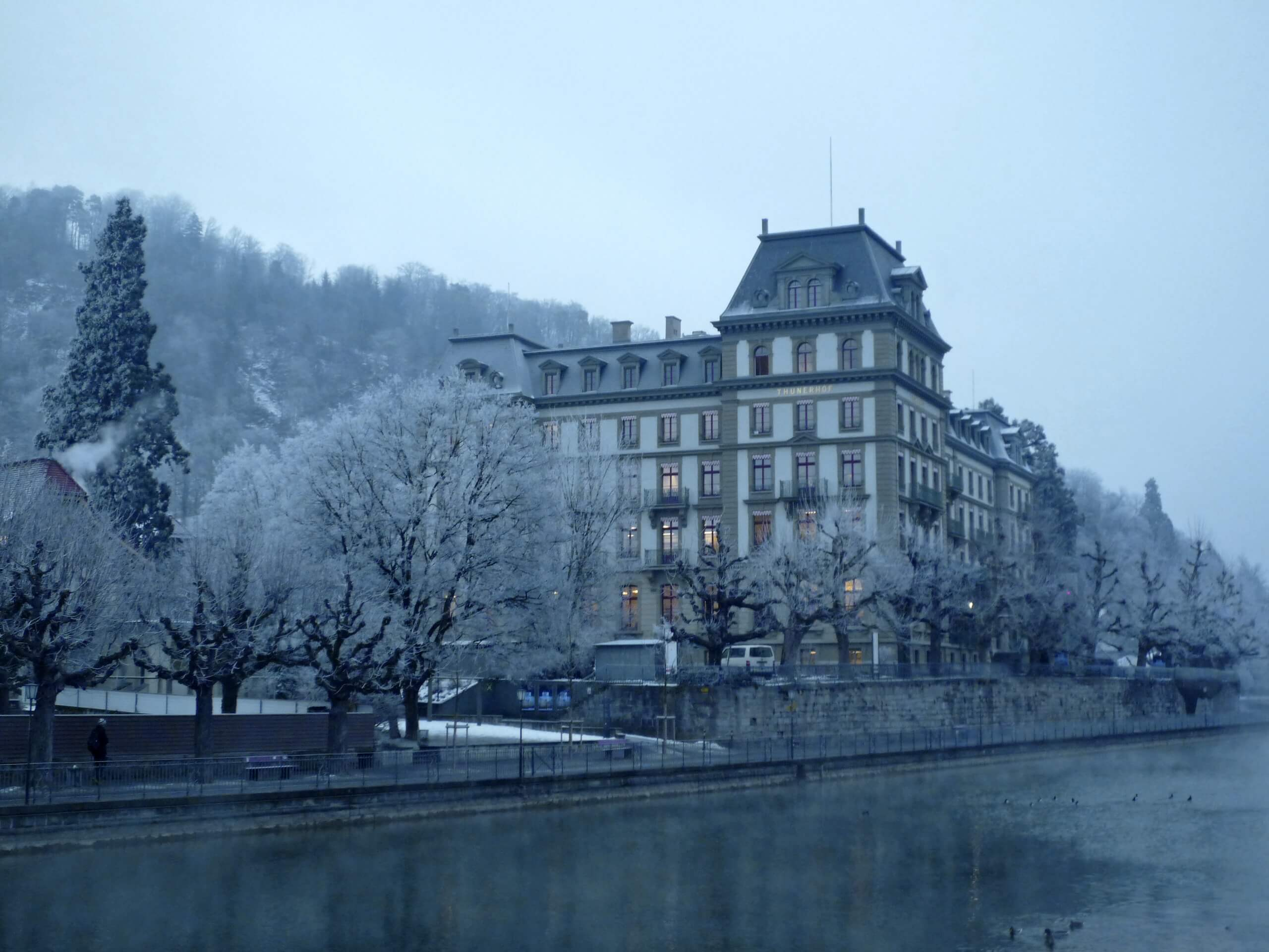 thun-kunstmuseum-winter-schnee-kunst