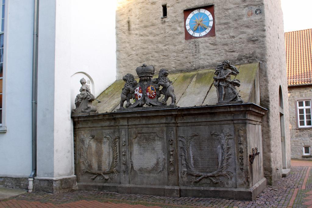 Mausoleum an der Alverdisser Kirche