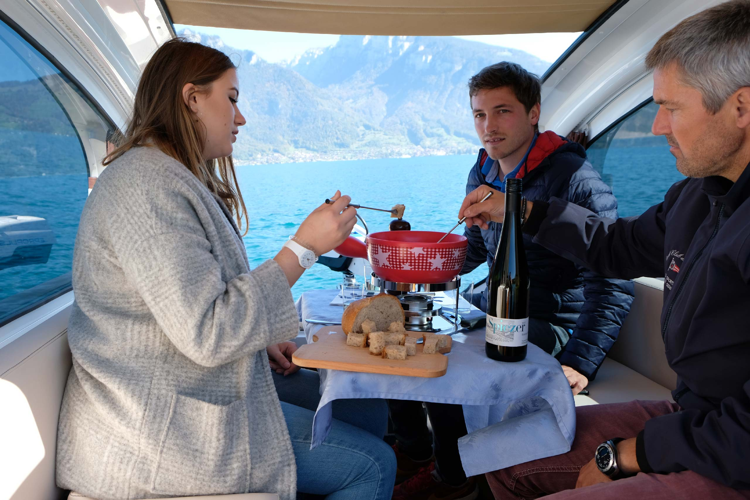 spiez-sealander-fondue-winter-thunersee.jpg