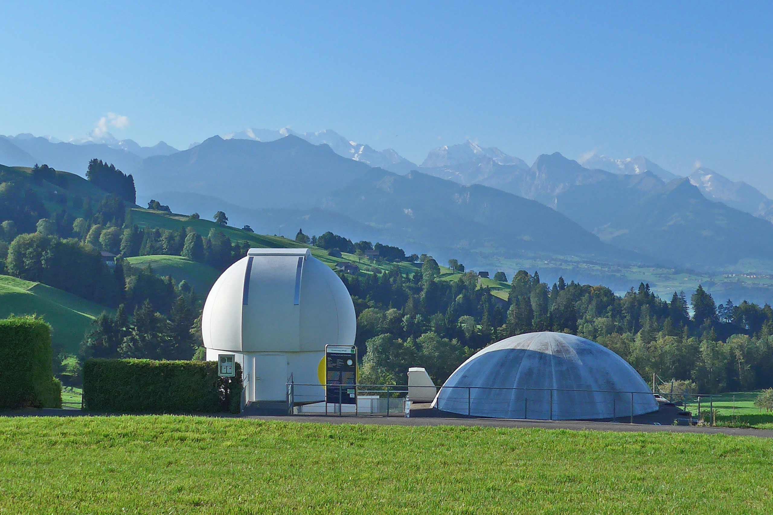 sternwarte-planetarium-sirius-anlage-sommer-sigriswil