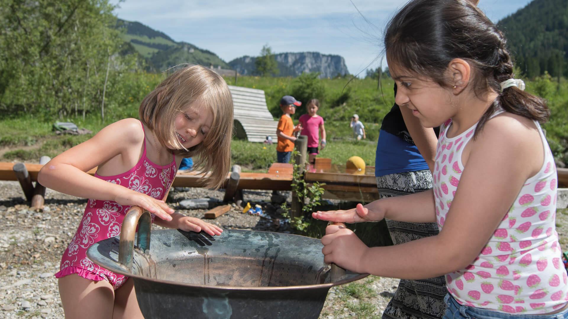 diemtigtal-familie-gwunderwasser-kinder-sommer