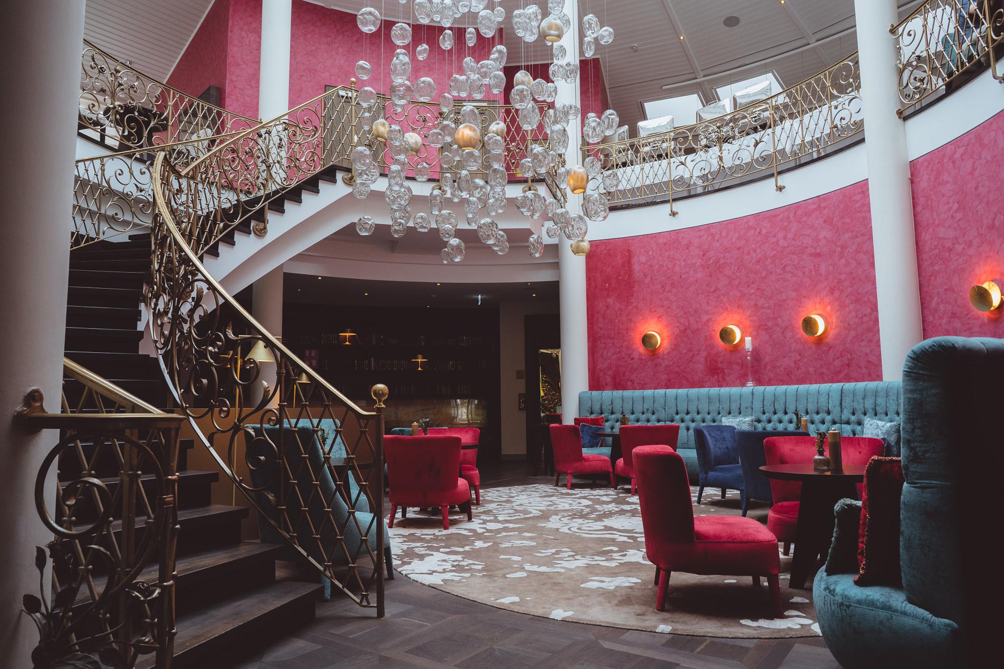 Marburg_Hotel VILA VITA Rosenpark_treppe.jpg