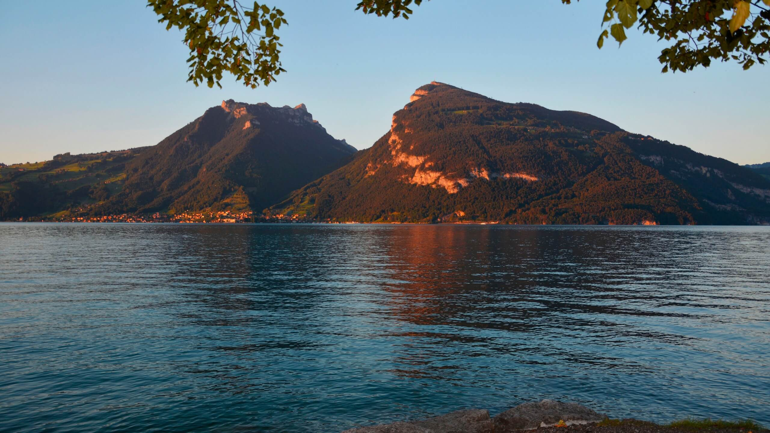 faulensee-sommer-blue-turtle-ausblick-thunersee