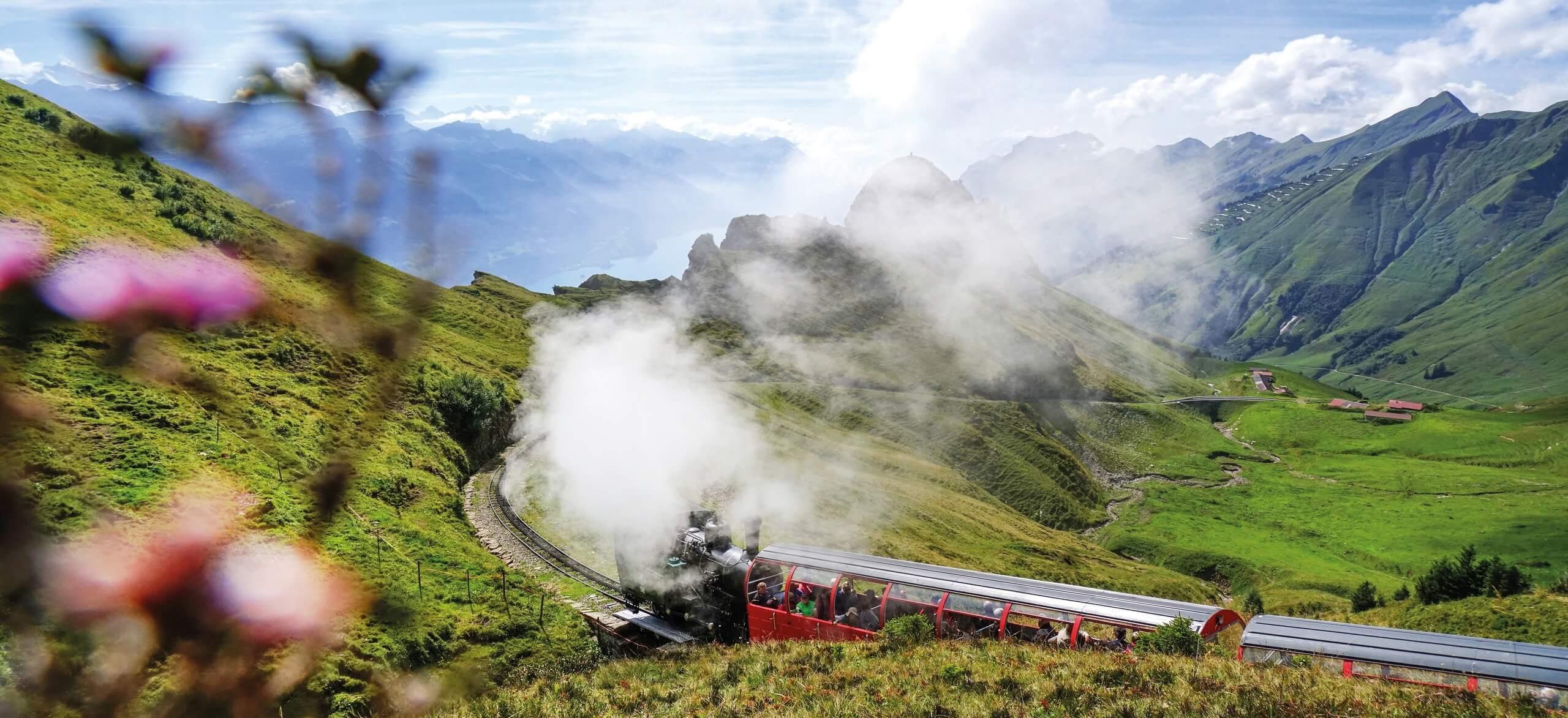 brienzer-rothornbahn-panorama-berge-sommer