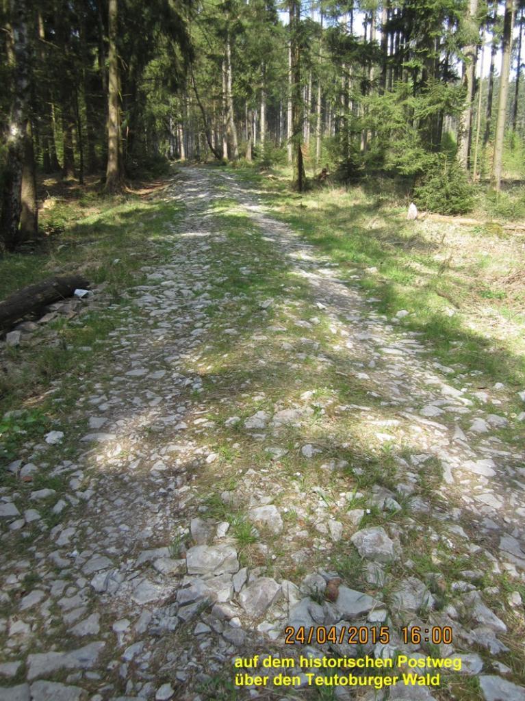 Alter Postweg, historische Wegeverbindung quer über die Hügelketten des Teutoburger Waldes