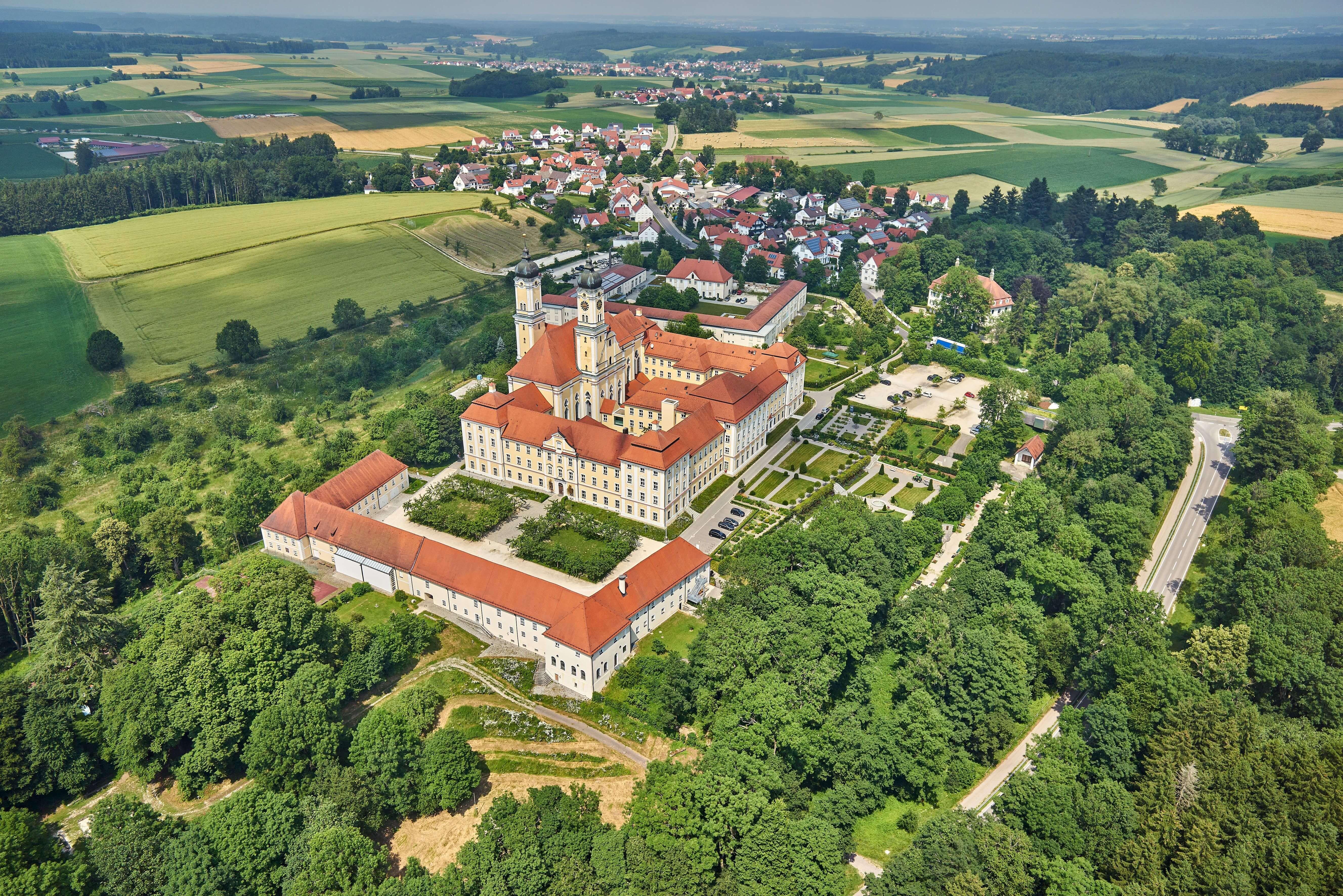 Roggenburg mit Klosteranlage