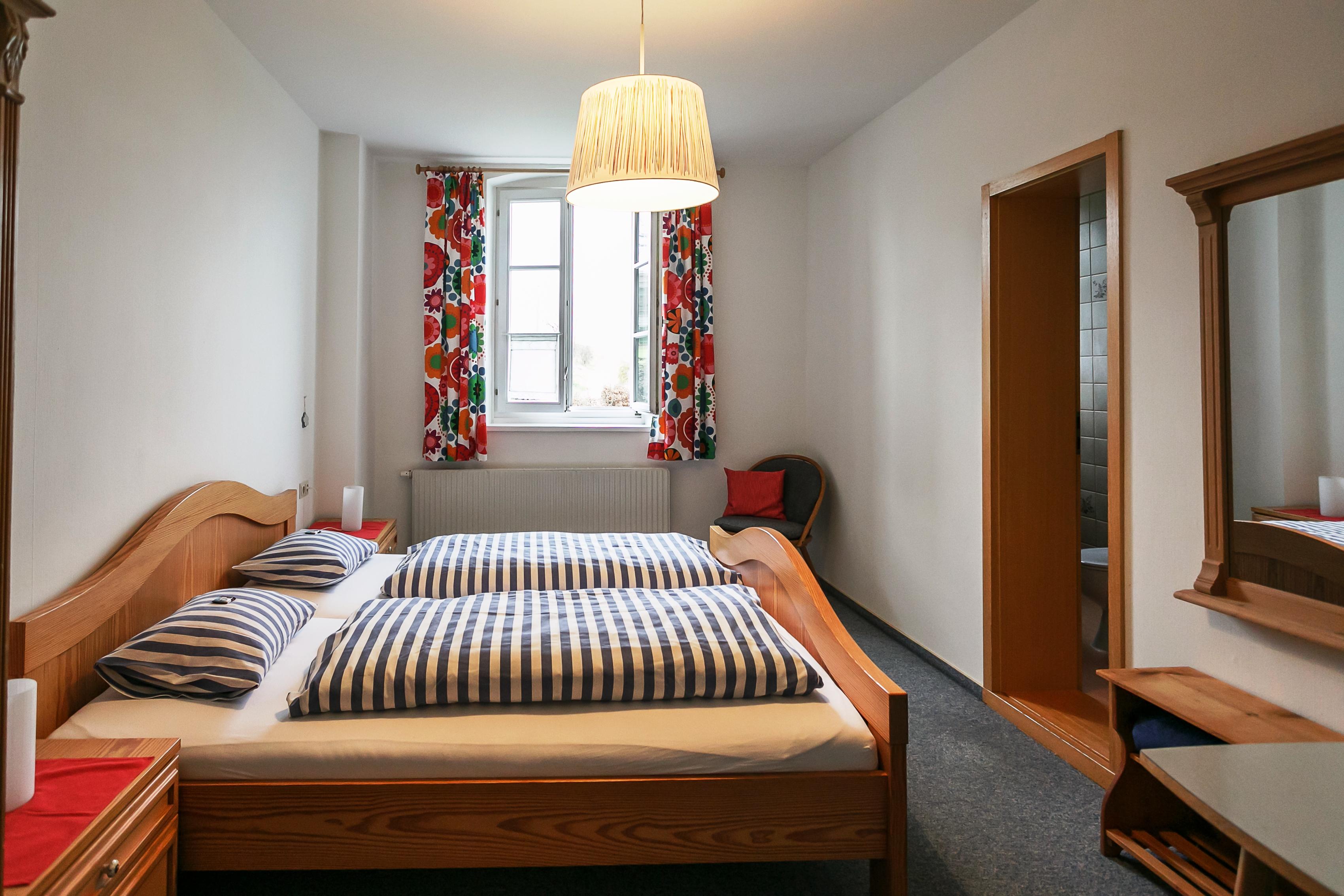 Zimmer 1, Doppelzimmer mit Dusche und WC