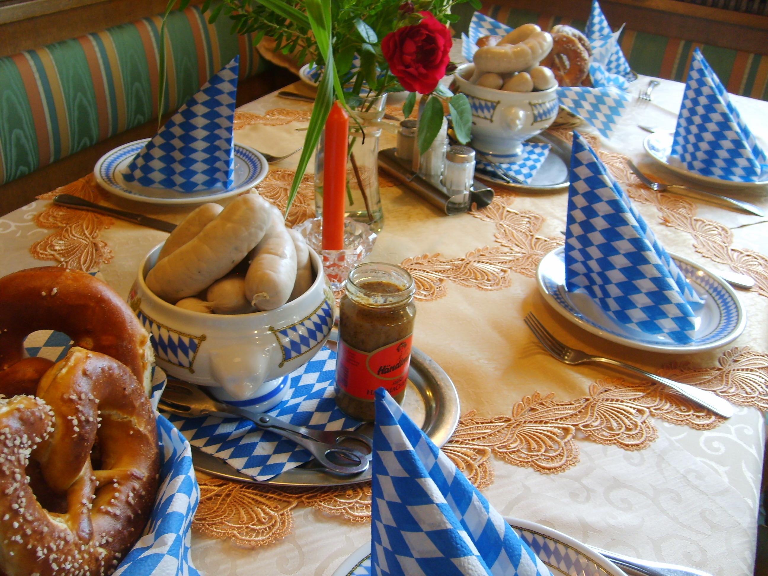 kesselfrische Weißwürste Di,Do,Fr ab 9 Uhr