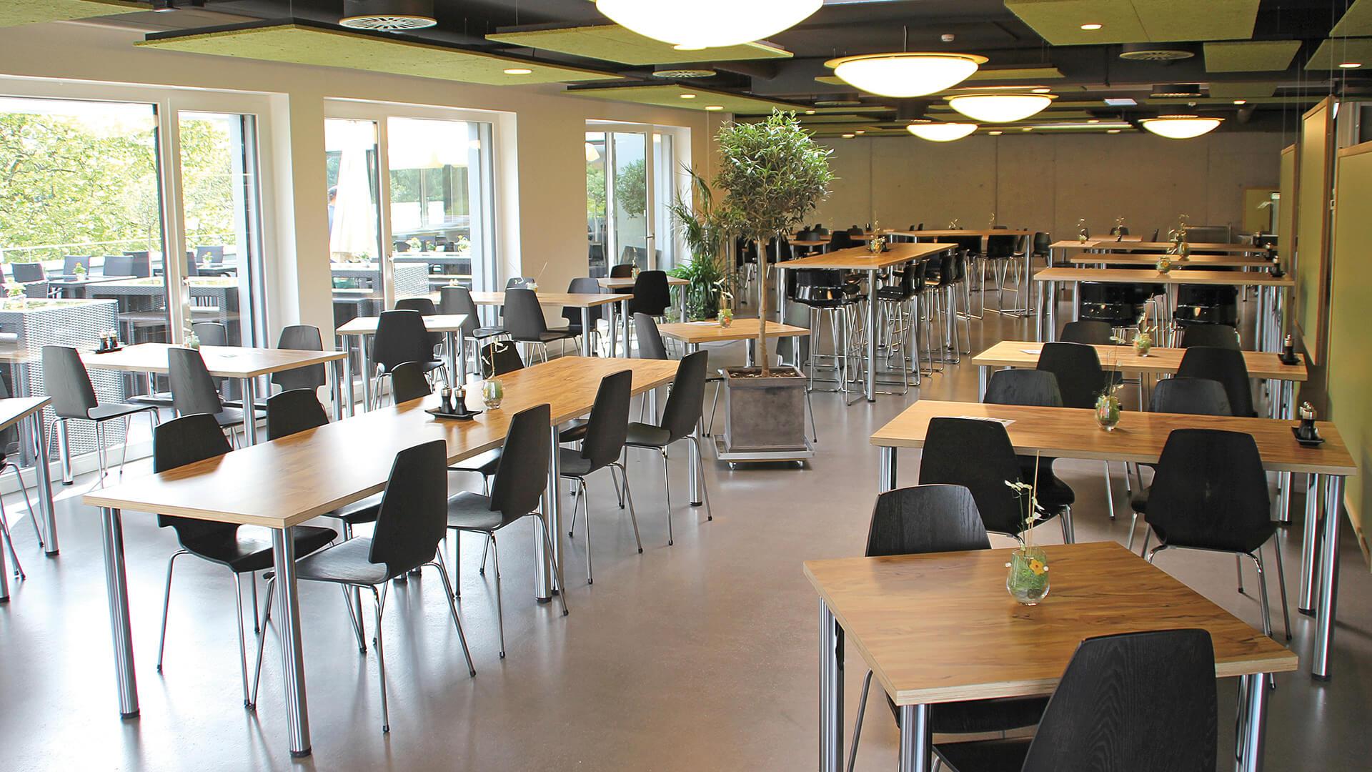 restaurant-topoff-innen-tische